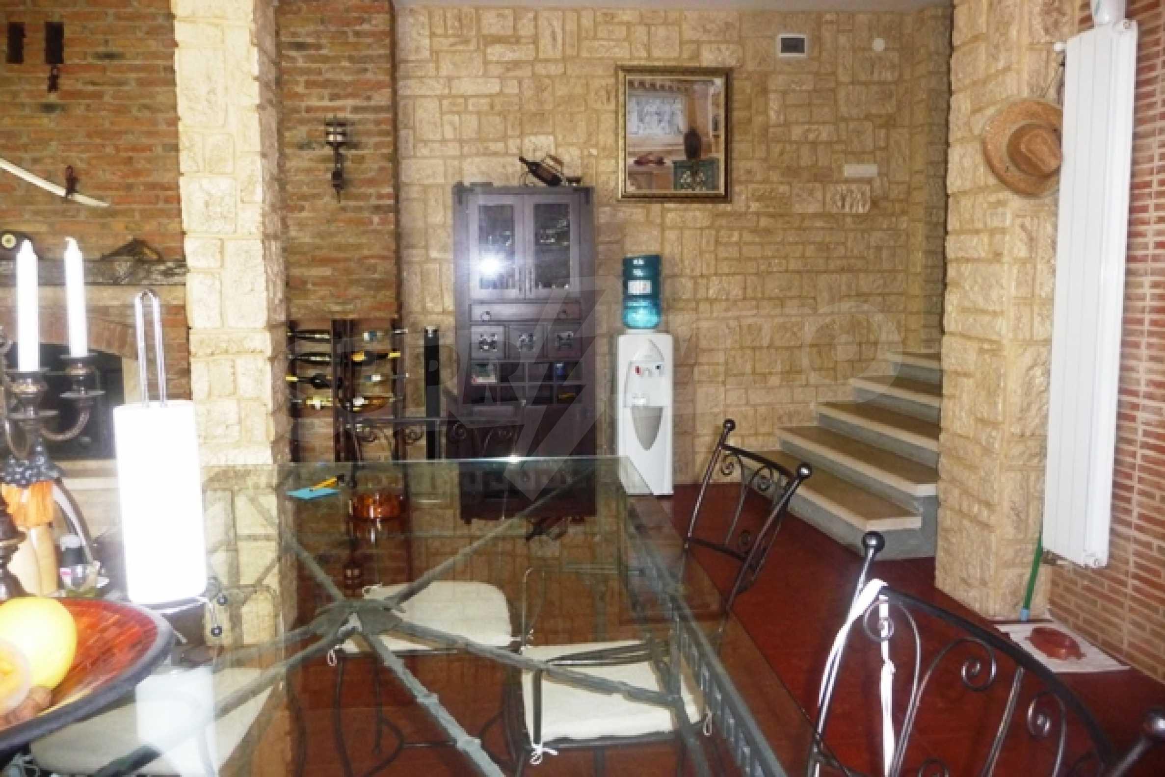Отлично поддържан имот в село Аврен 29