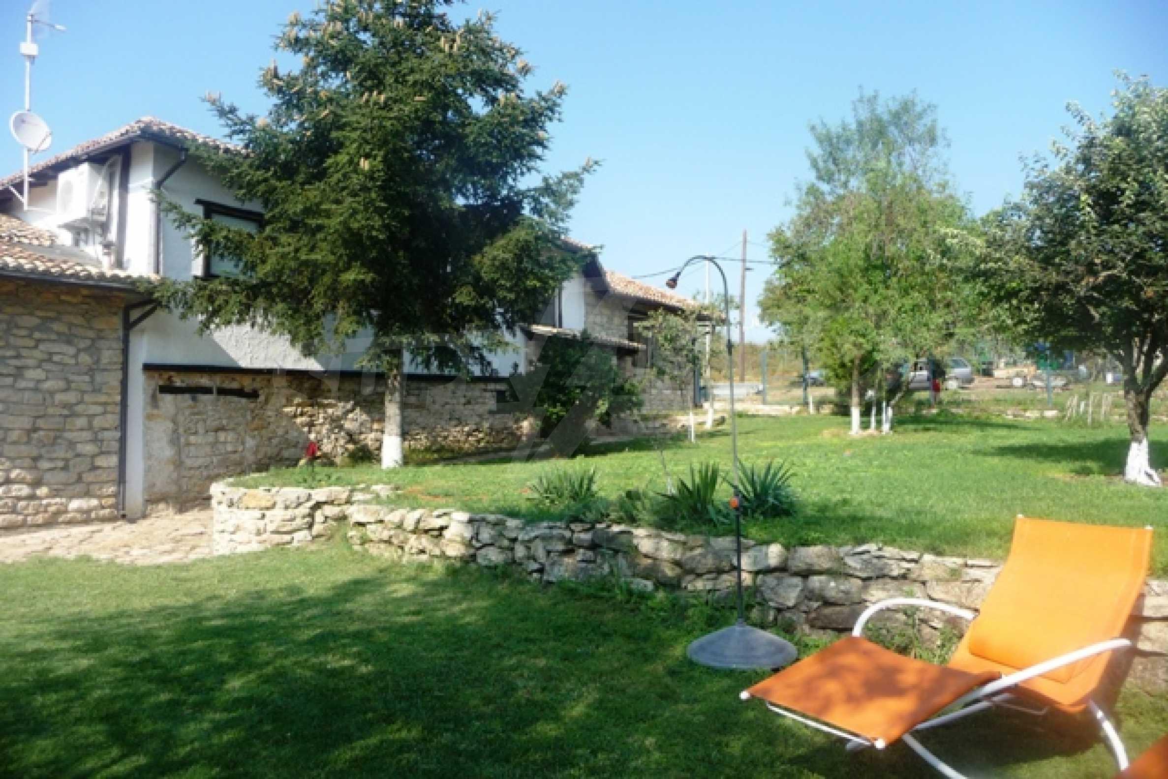 Отлично поддържан имот в село Аврен 3