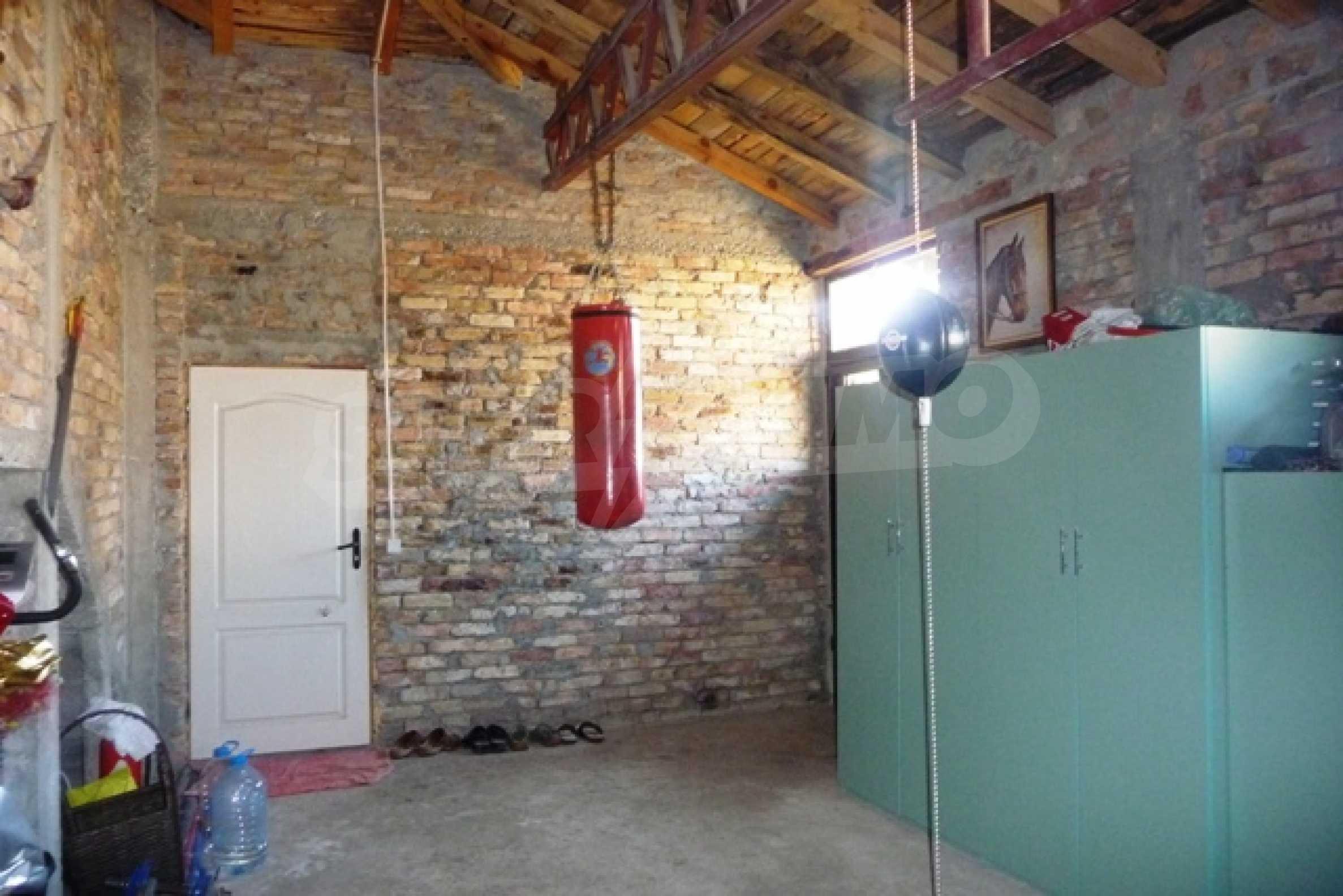 Отлично поддържан имот в село Аврен 39