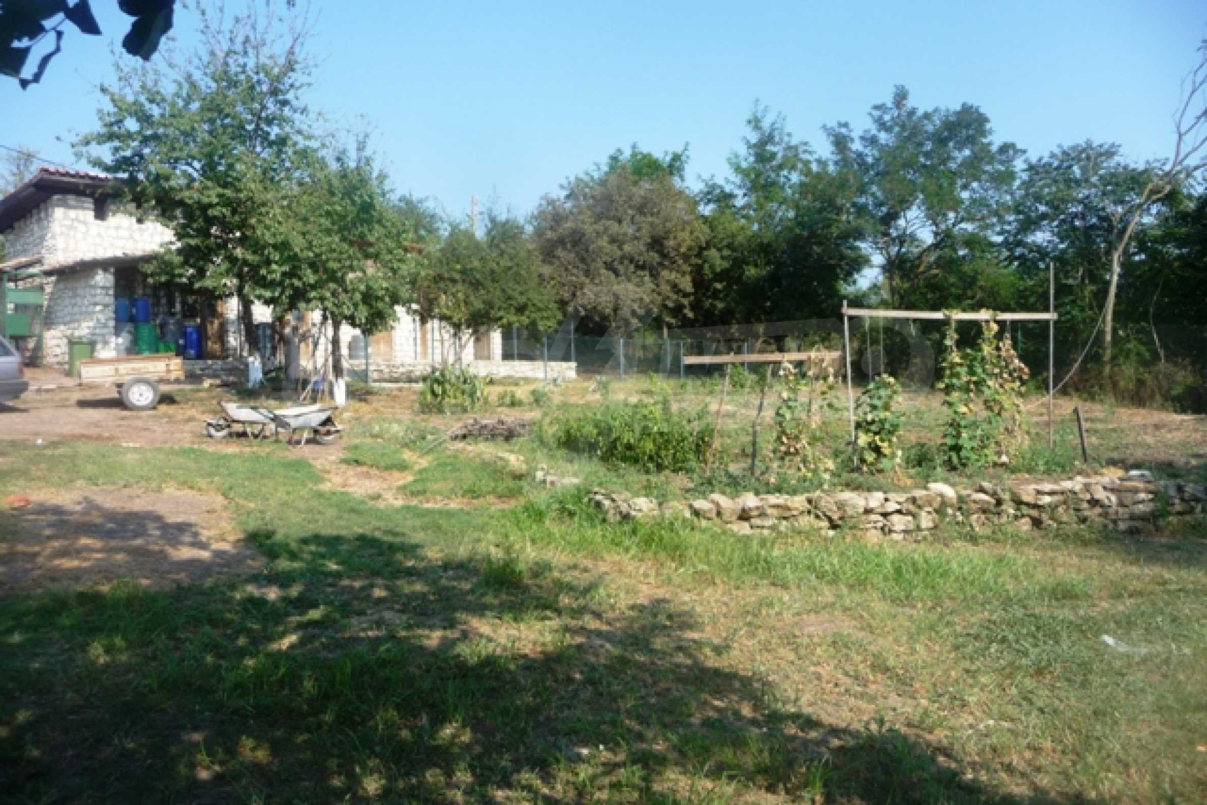Отлично поддържан имот в село Аврен 44