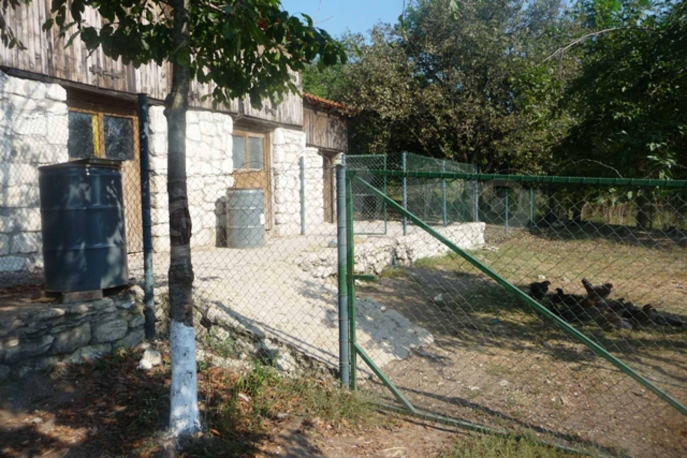 Отлично поддържан имот в село Аврен 45