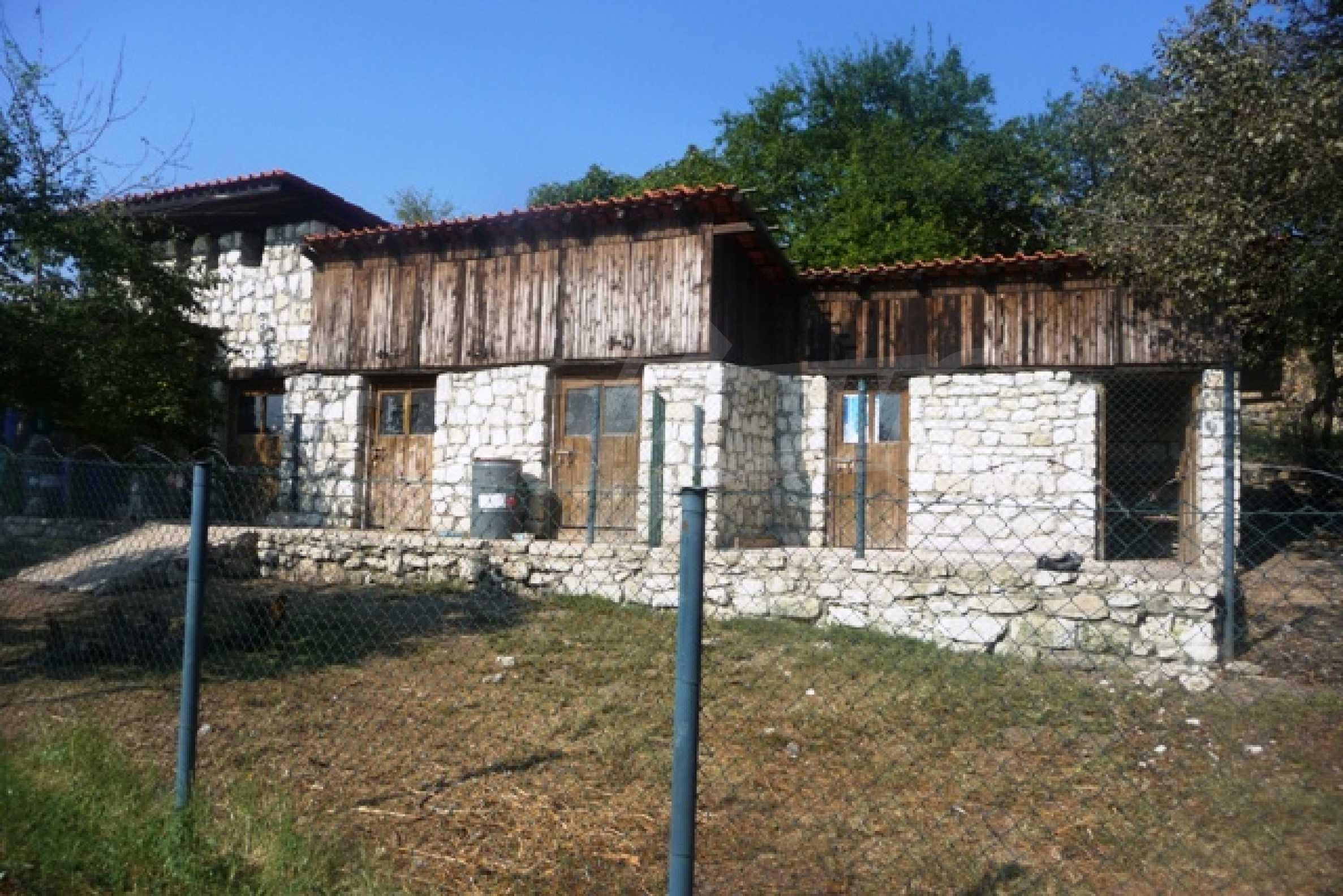 Отлично поддържан имот в село Аврен 46