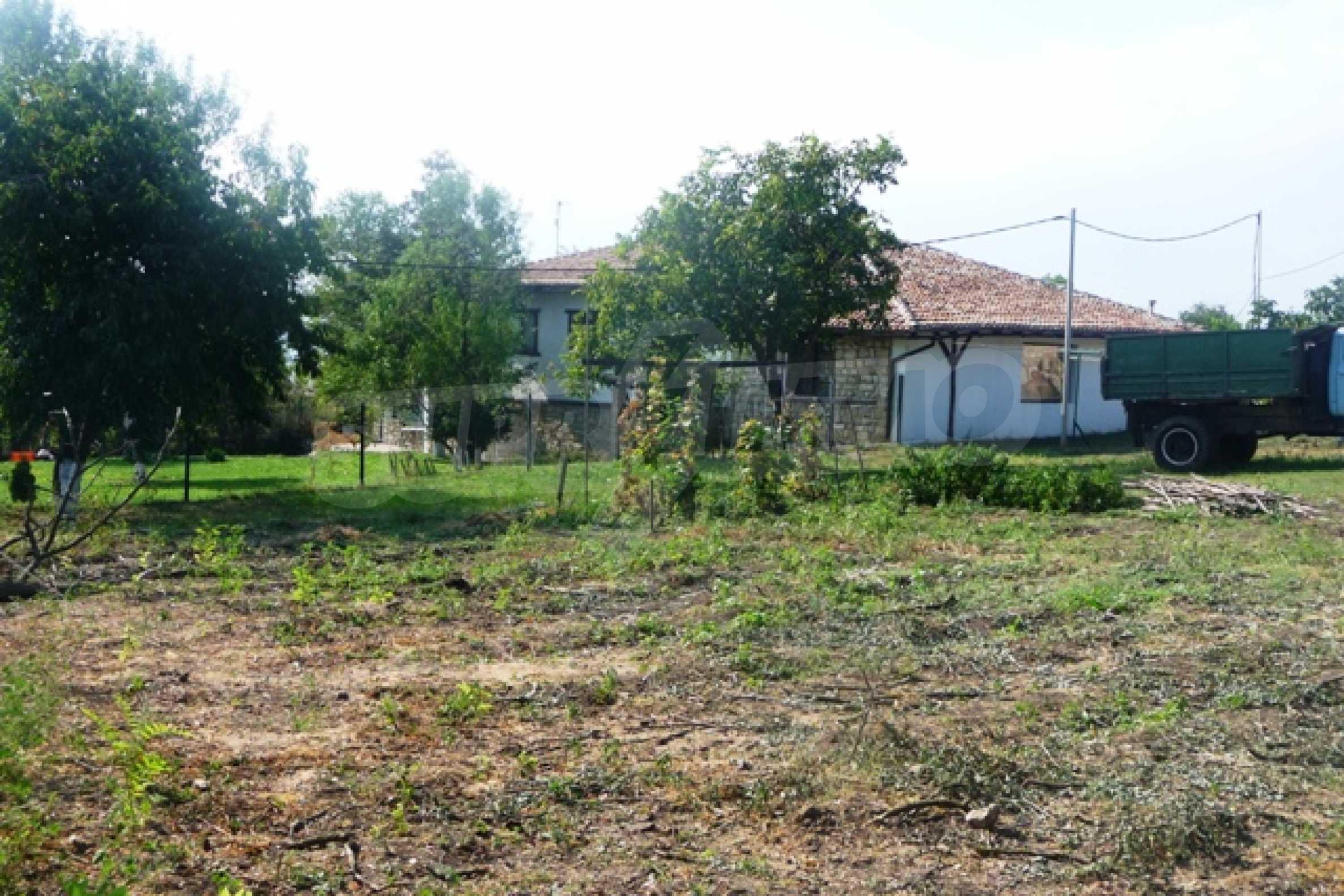 Отлично поддържан имот в село Аврен 47