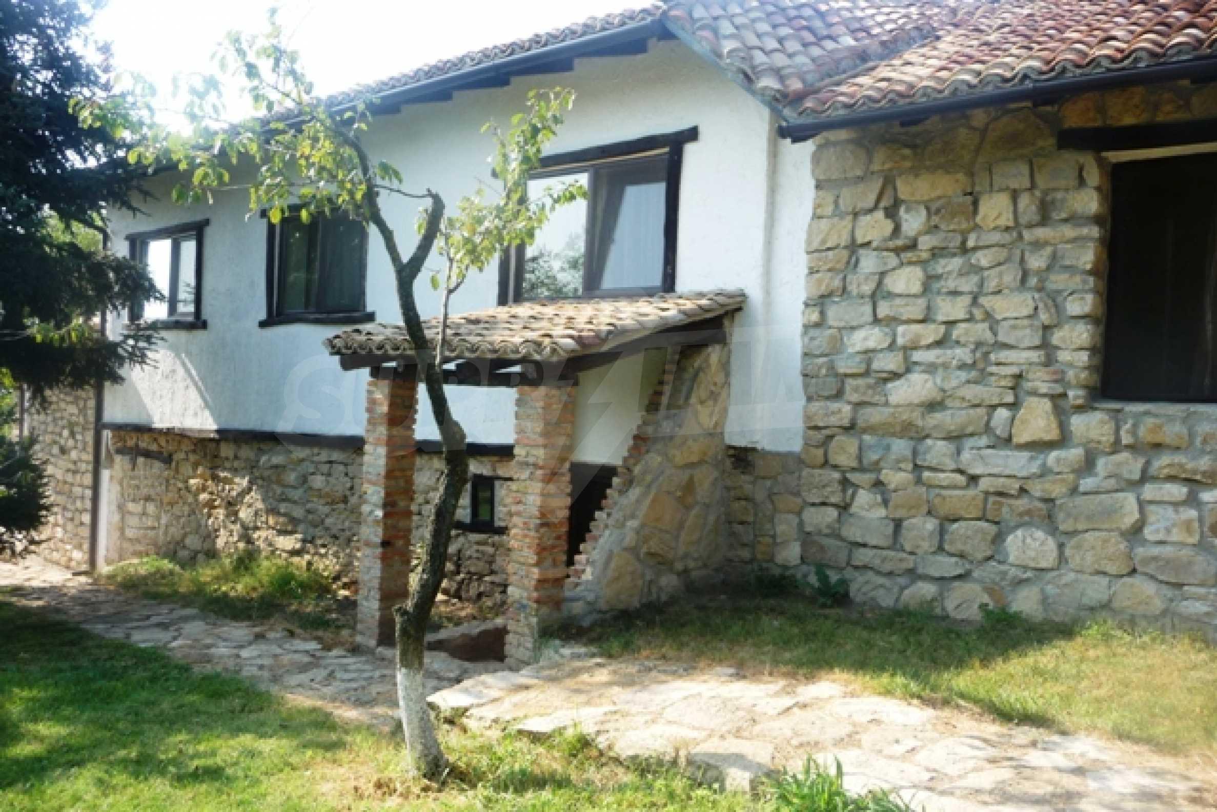 Отлично поддържан имот в село Аврен 4