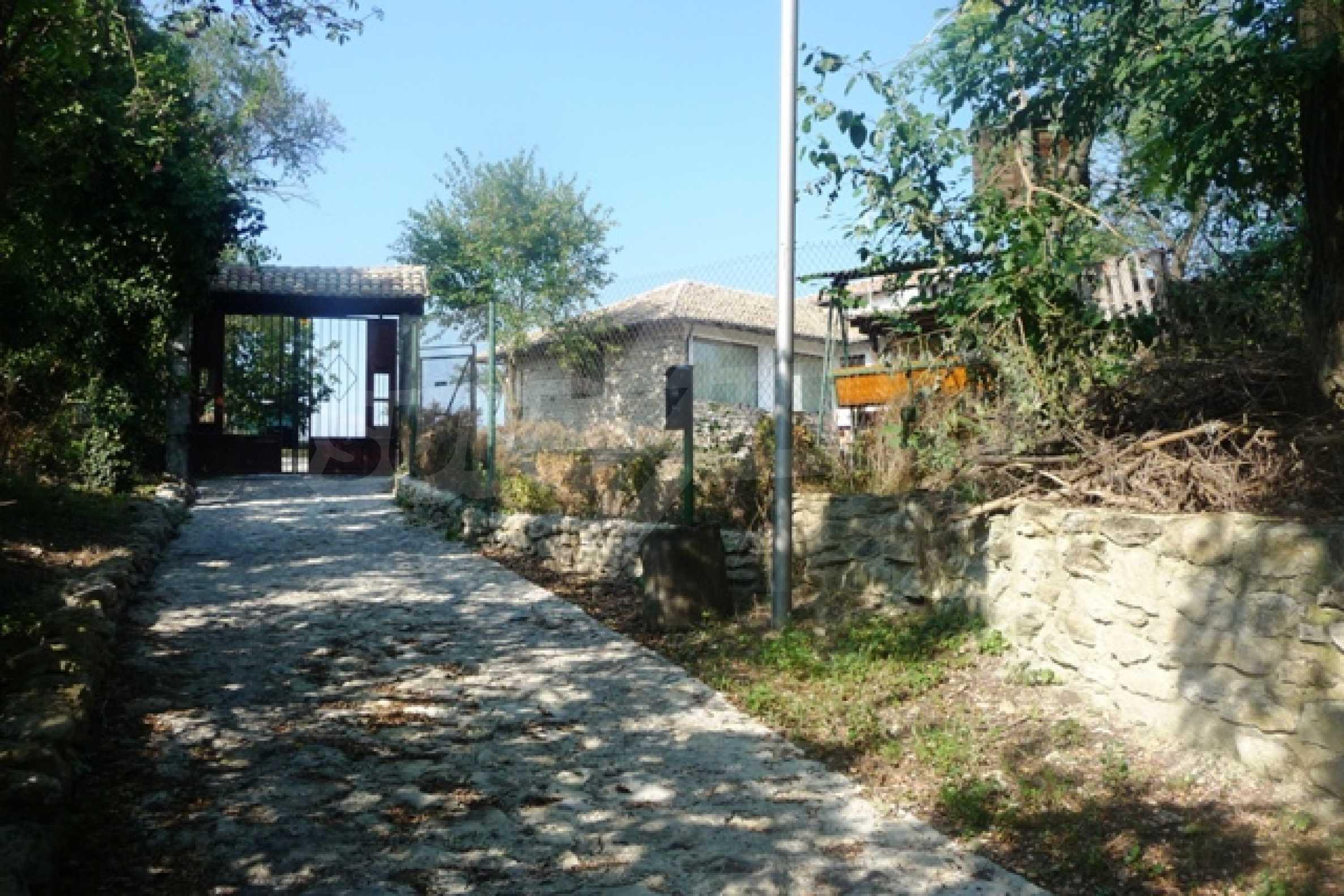 Отлично поддържан имот в село Аврен 54