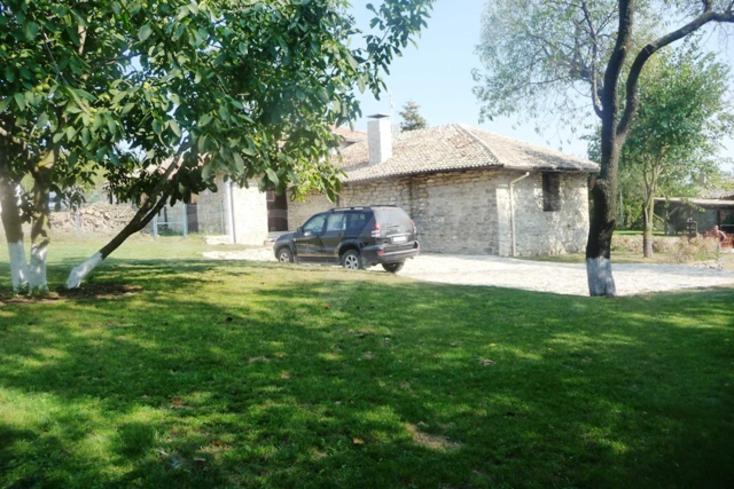 Отлично поддържан имот в село Аврен 5