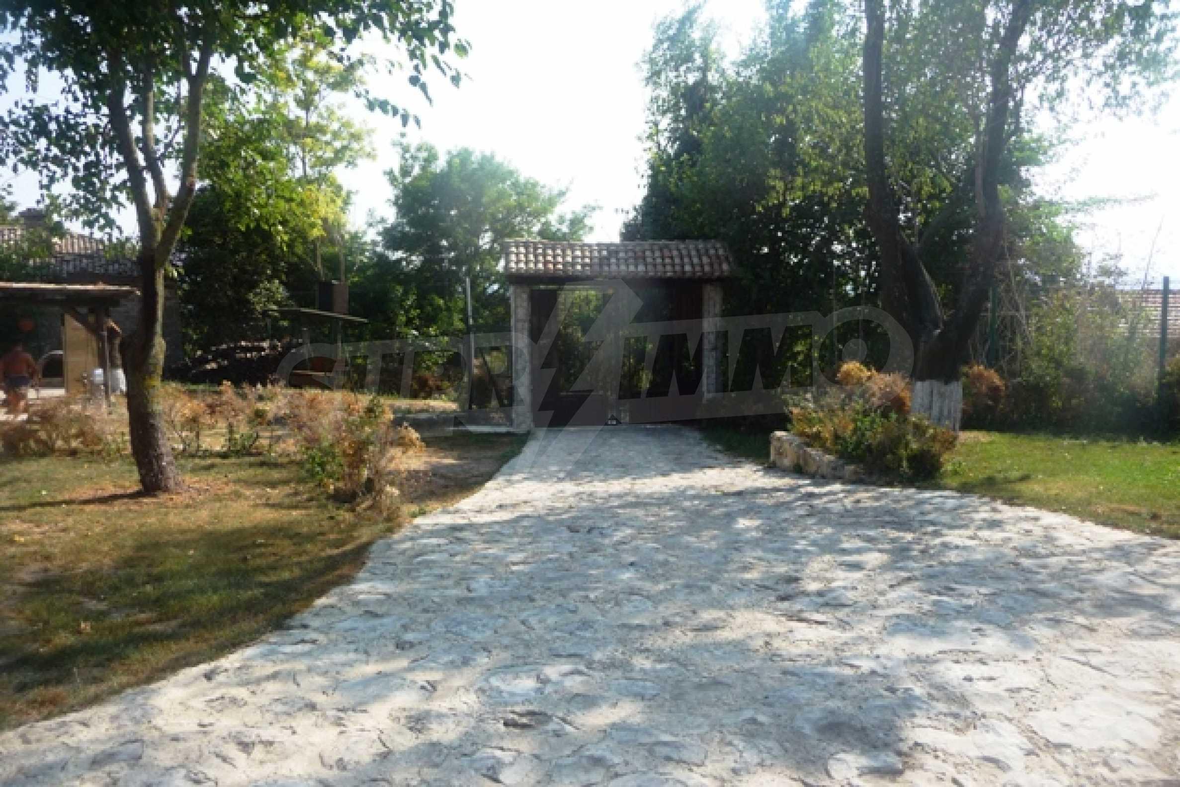 Отлично поддържан имот в село Аврен 6