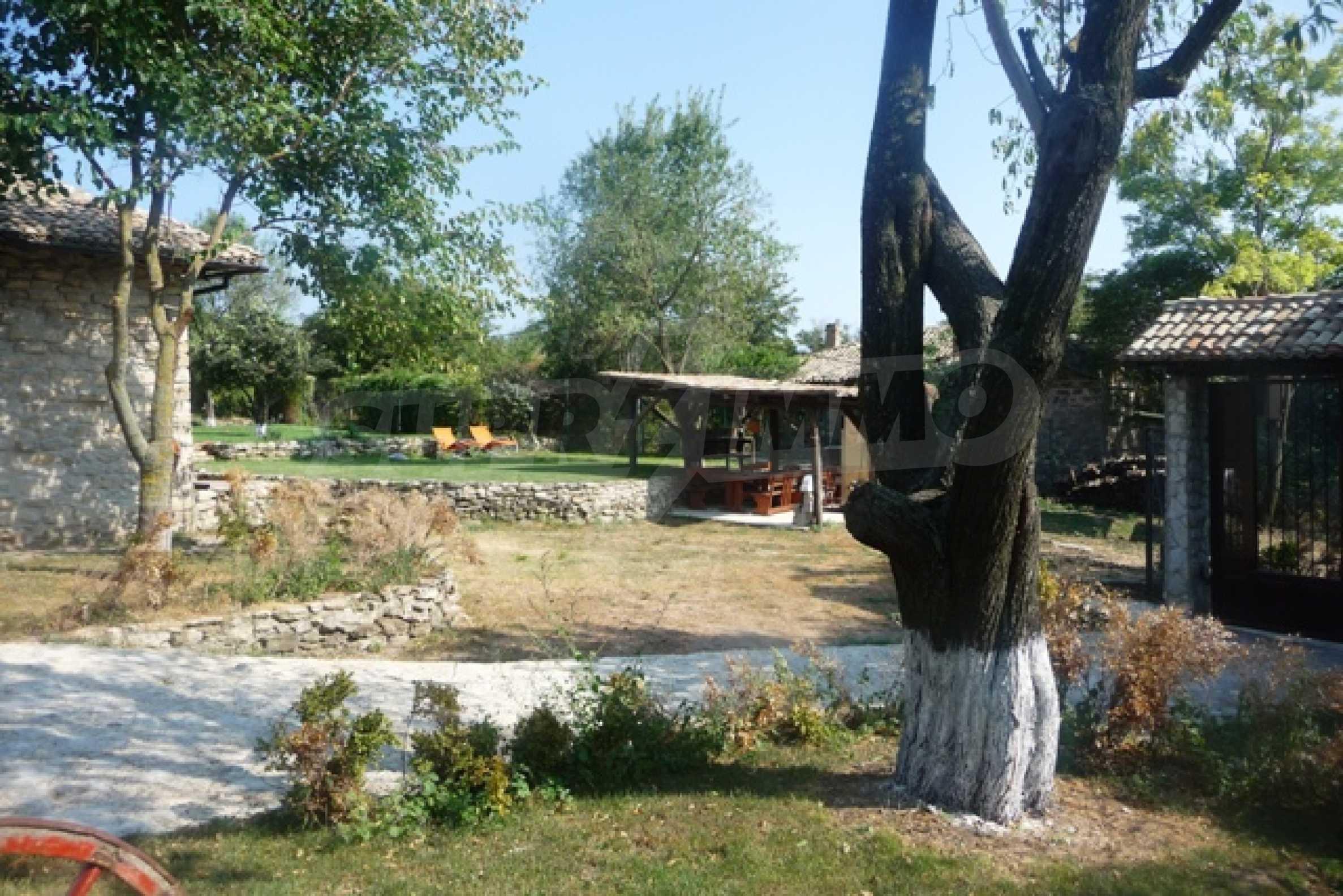 Отлично поддържан имот в село Аврен 8