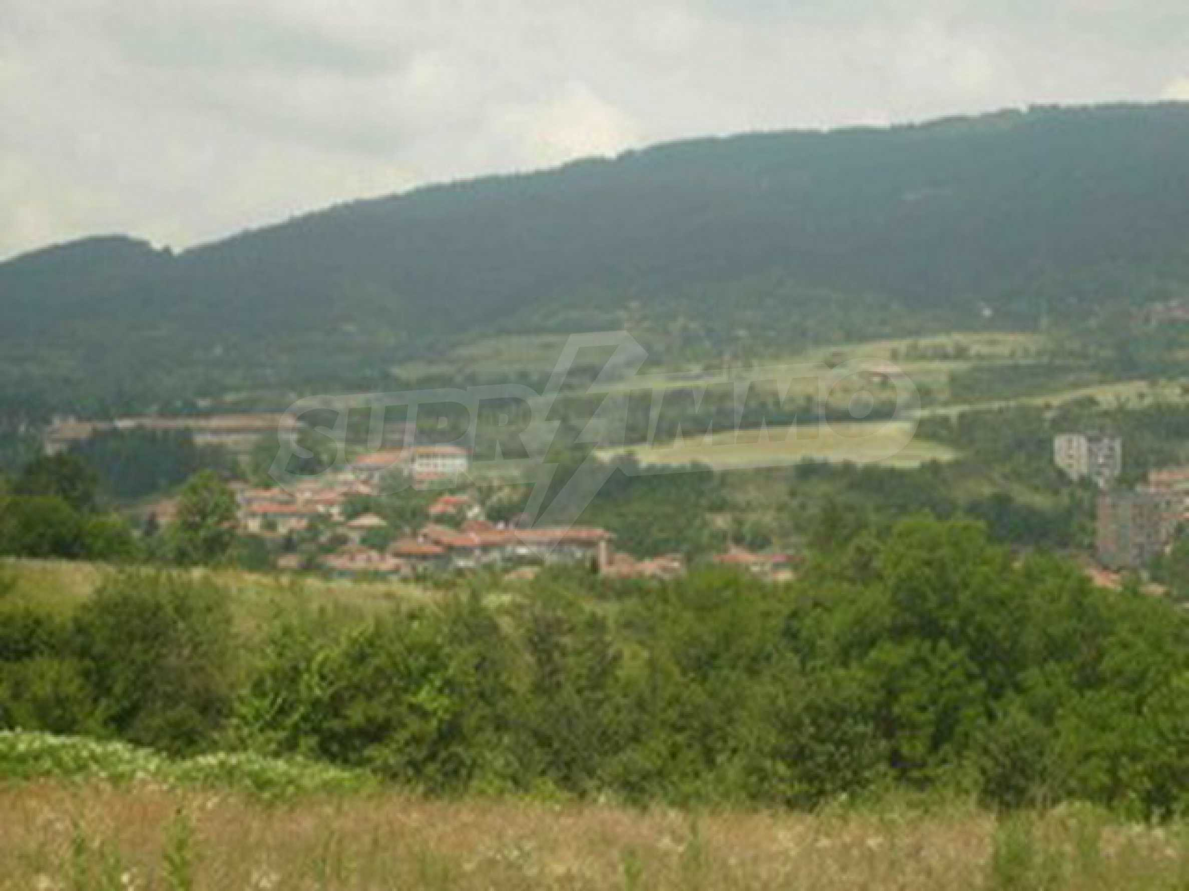 Land in Elena town 2