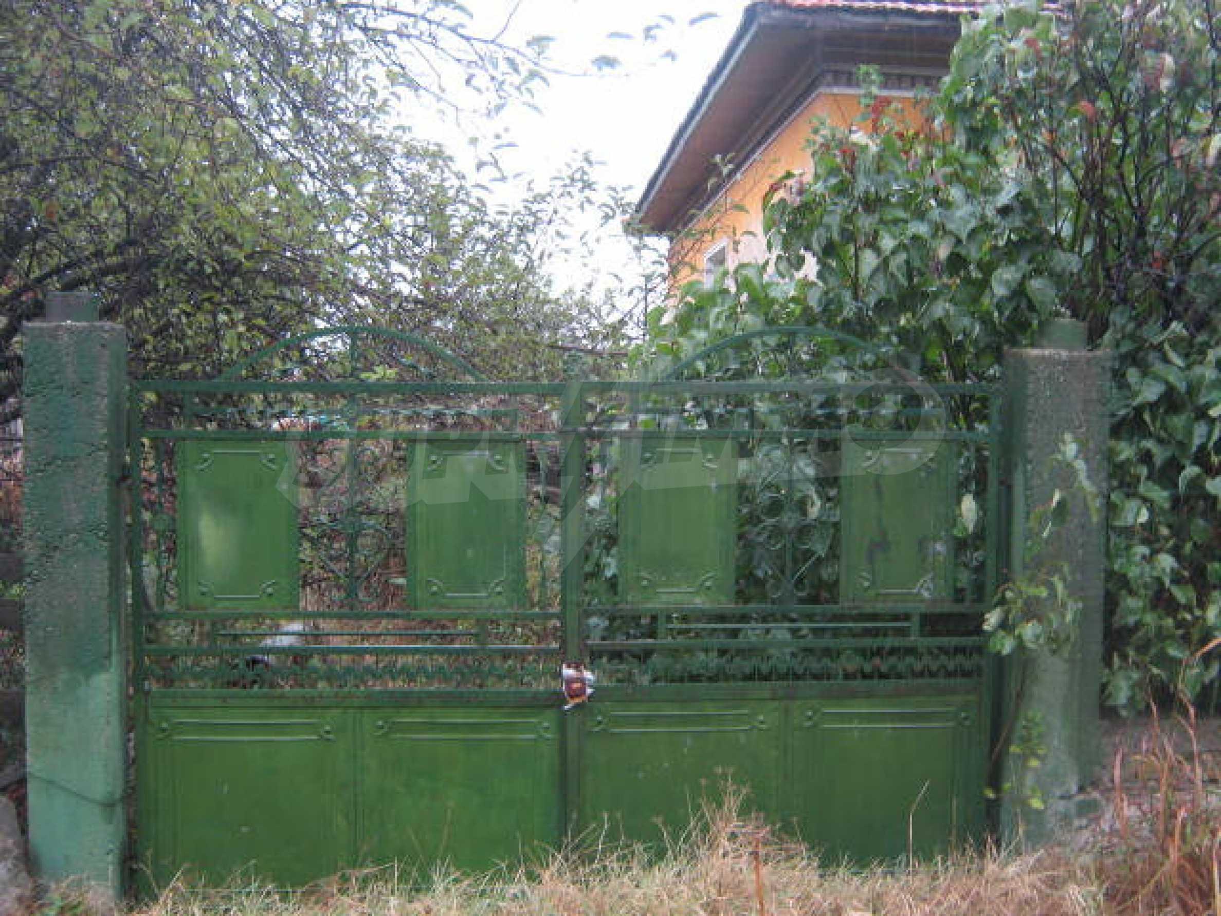 Масивна къща до Видин 10