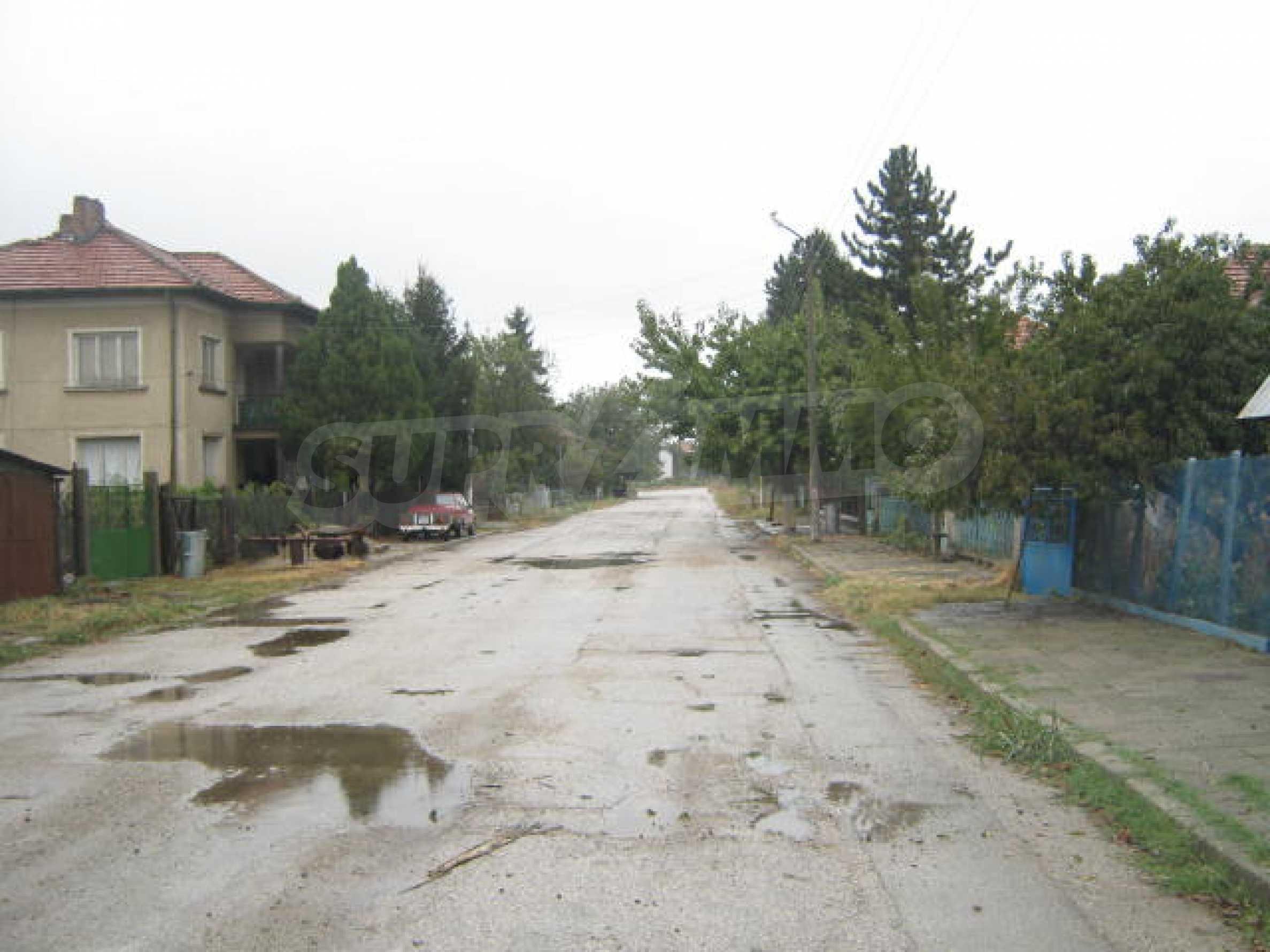 Масивна къща до Видин 11