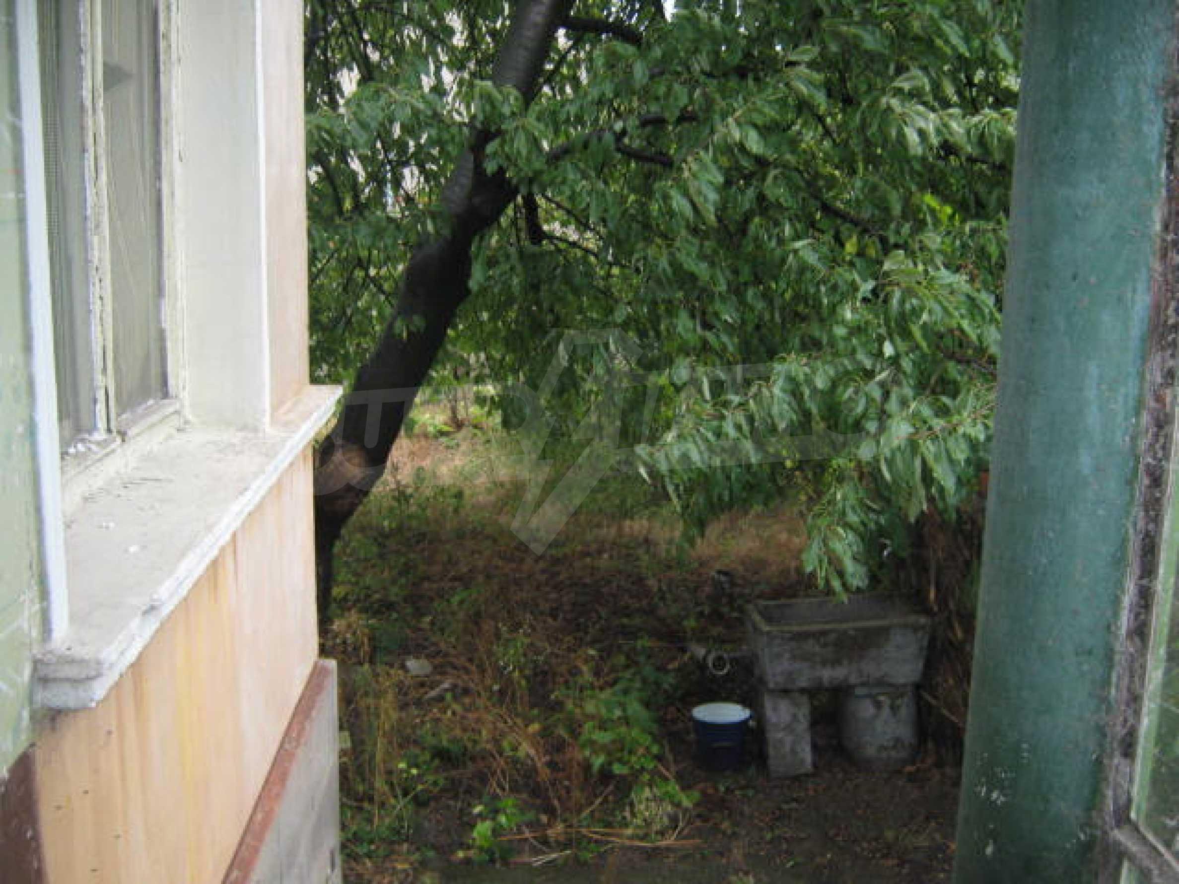 Масивна къща до Видин 7