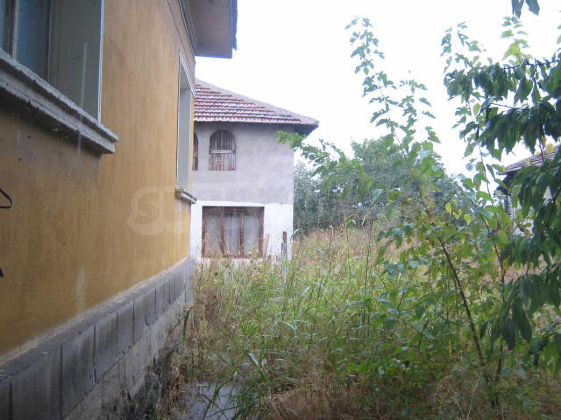 Масивна къща до Видин 8