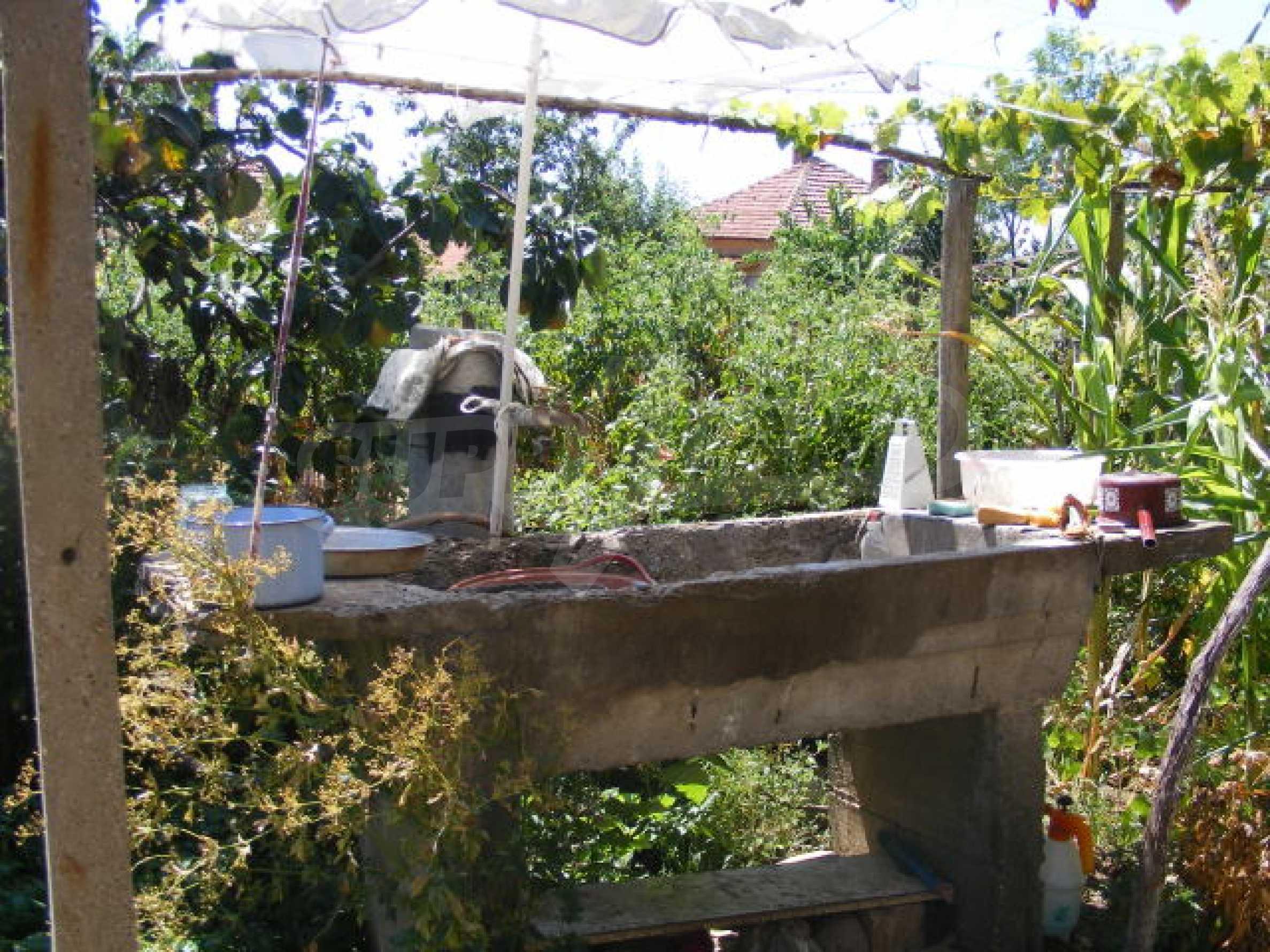 Schönes Haus mit einem großen Garten 11