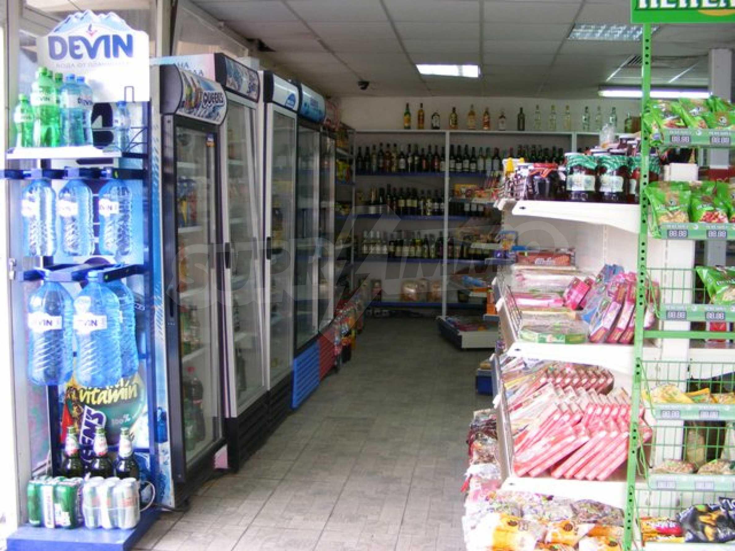 Функциониращ магазин в Балчик 7
