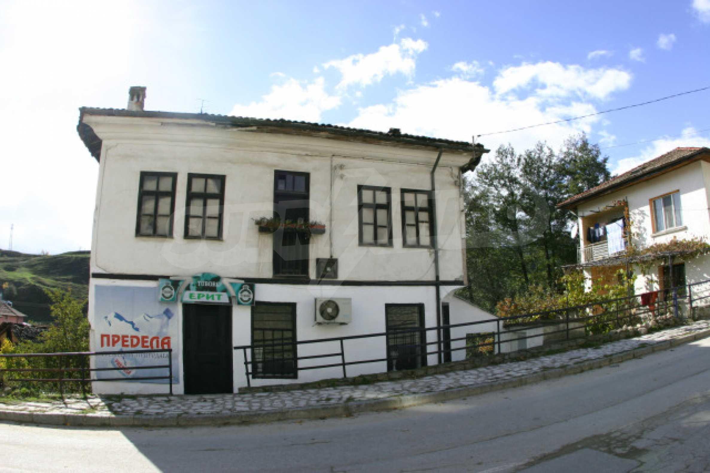 Большой дом недалеко от Банско