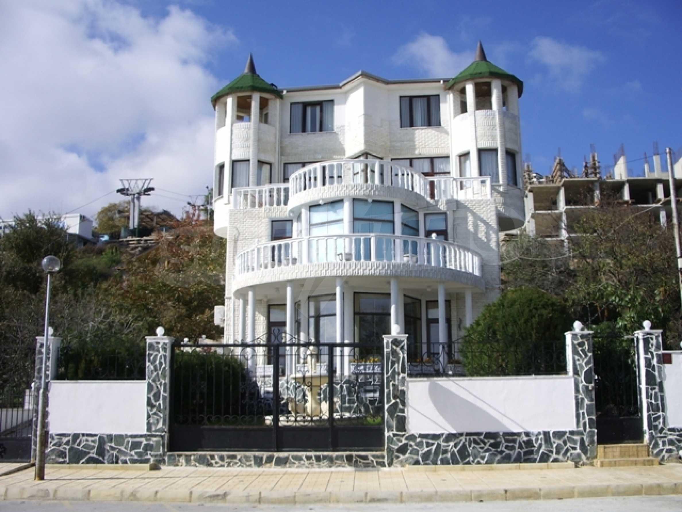 Семеен хотел и хотел-ресторант на първа линия море, до плаж Кабакум
