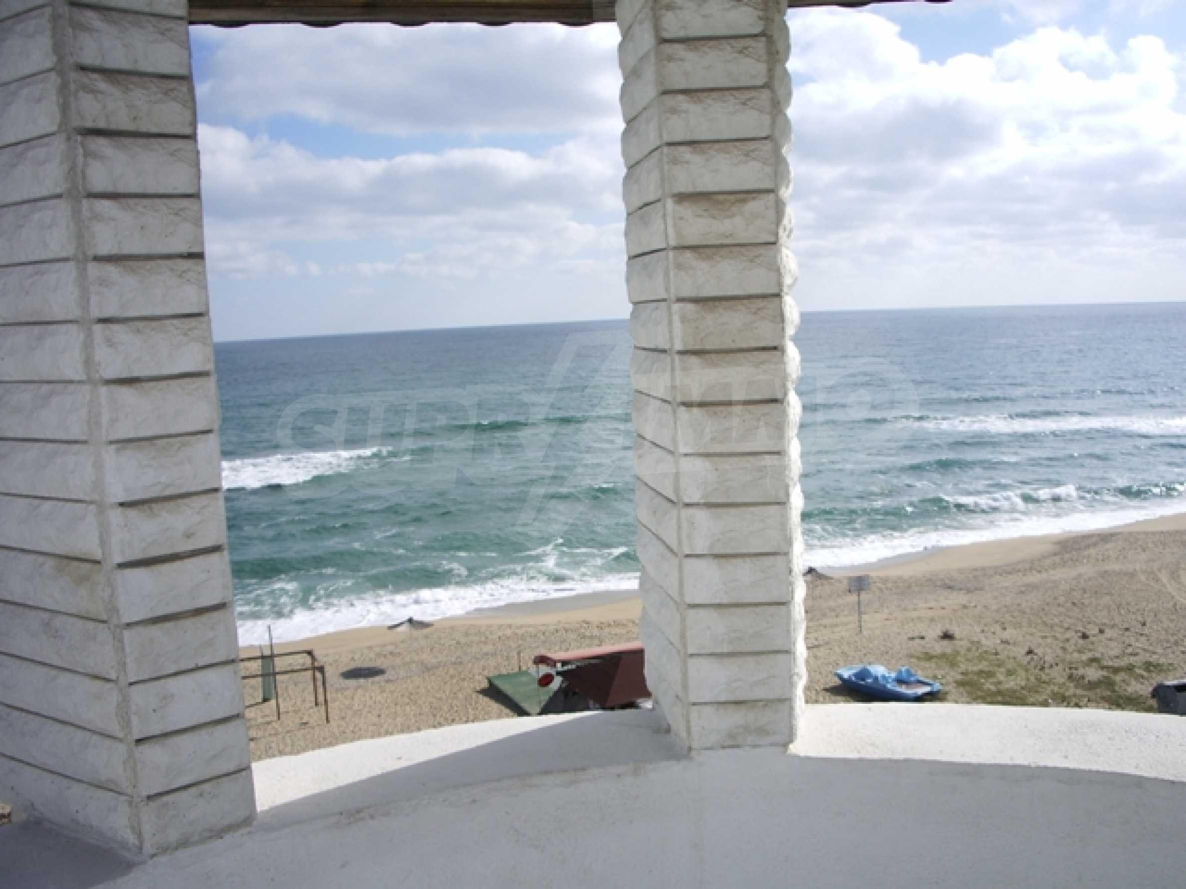 Семеен хотел и хотел-ресторант на първа линия море, до плаж Кабакум 10
