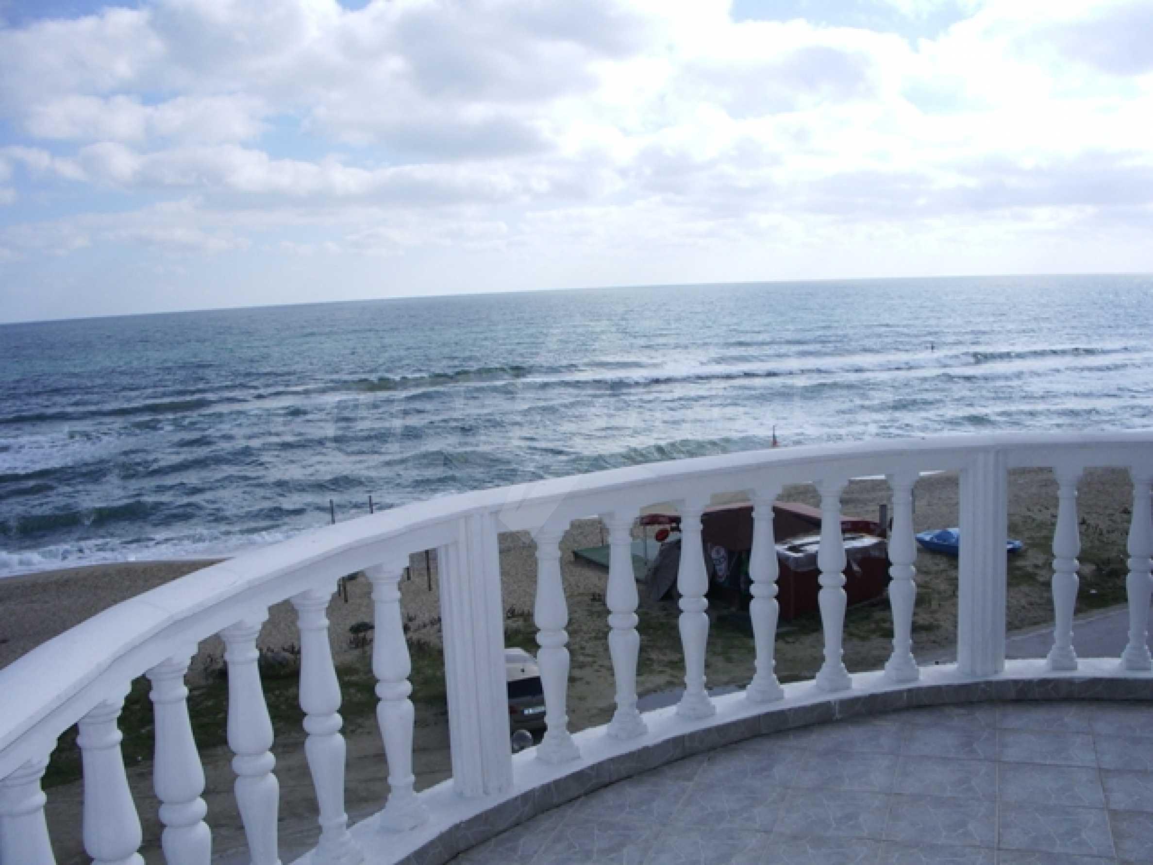 Семеен хотел и хотел-ресторант на първа линия море, до плаж Кабакум 11