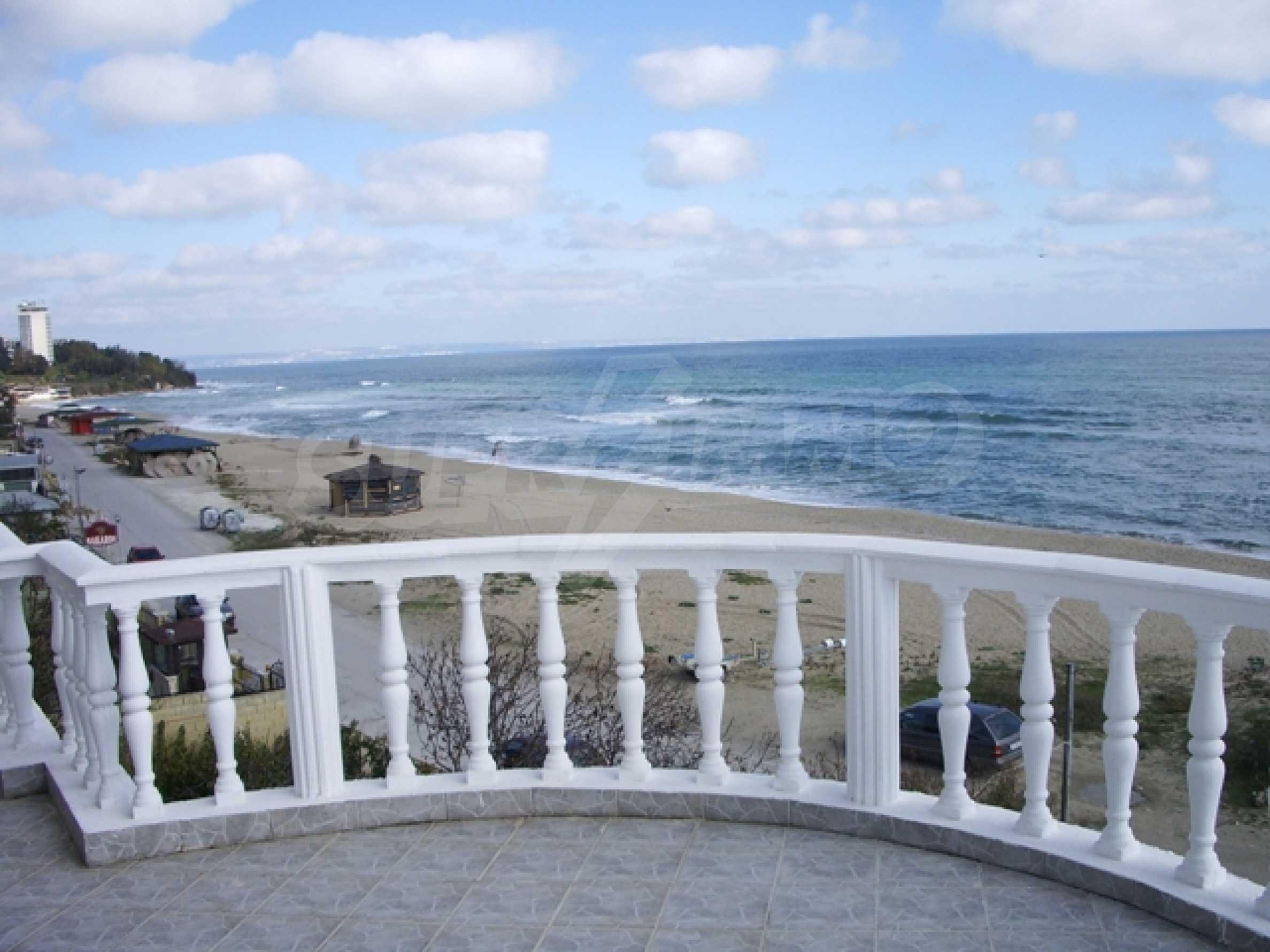 Семеен хотел и хотел-ресторант на първа линия море, до плаж Кабакум 12