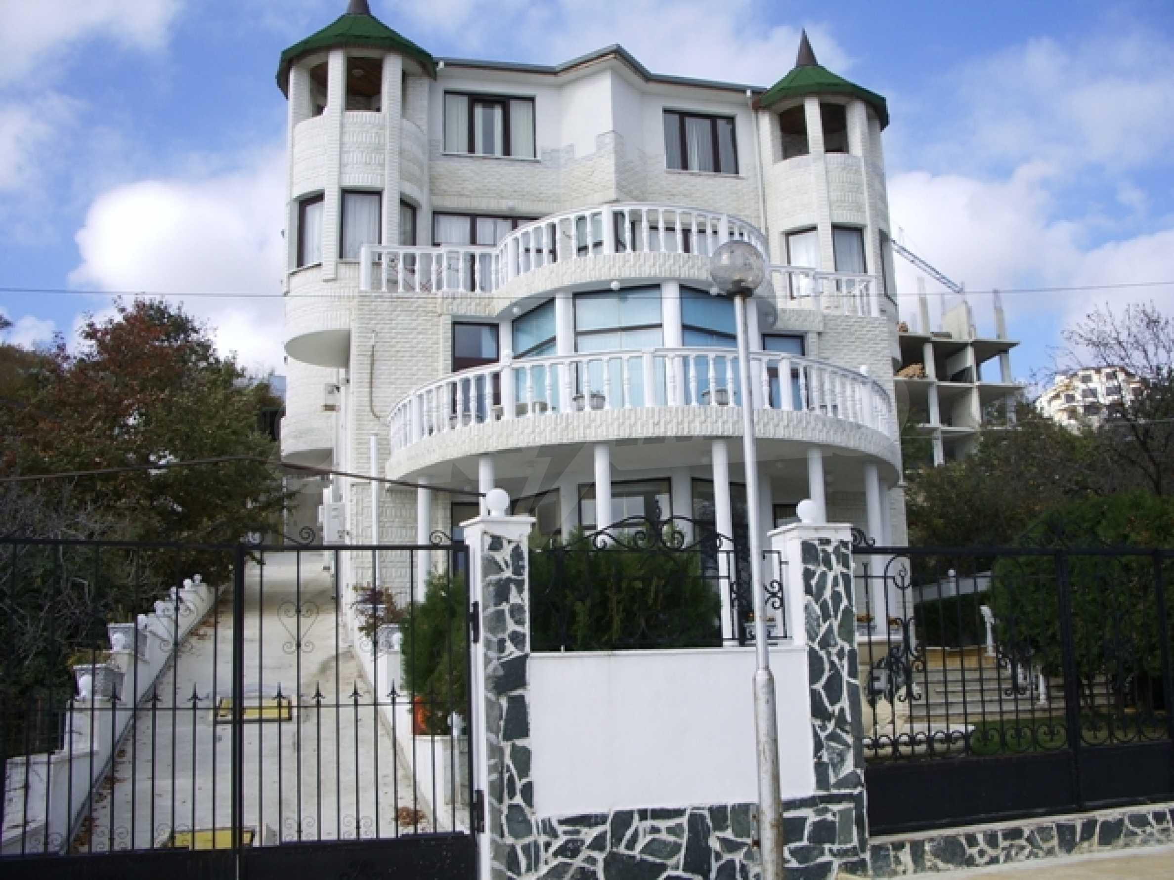 Семеен хотел и хотел-ресторант на първа линия море, до плаж Кабакум 1