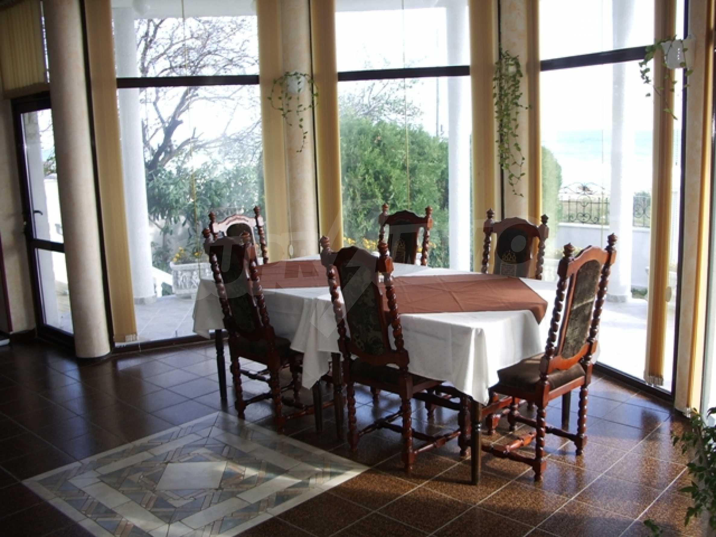 Семеен хотел и хотел-ресторант на първа линия море, до плаж Кабакум 5