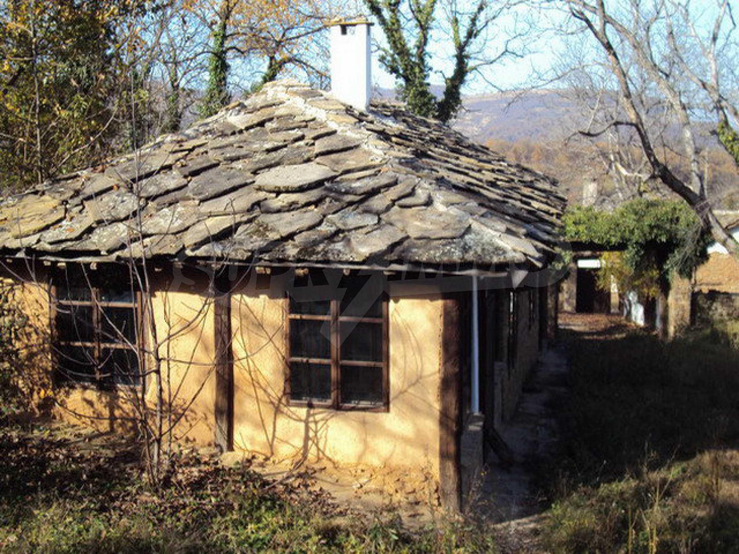 Традиционен имот в малко, китно село 1