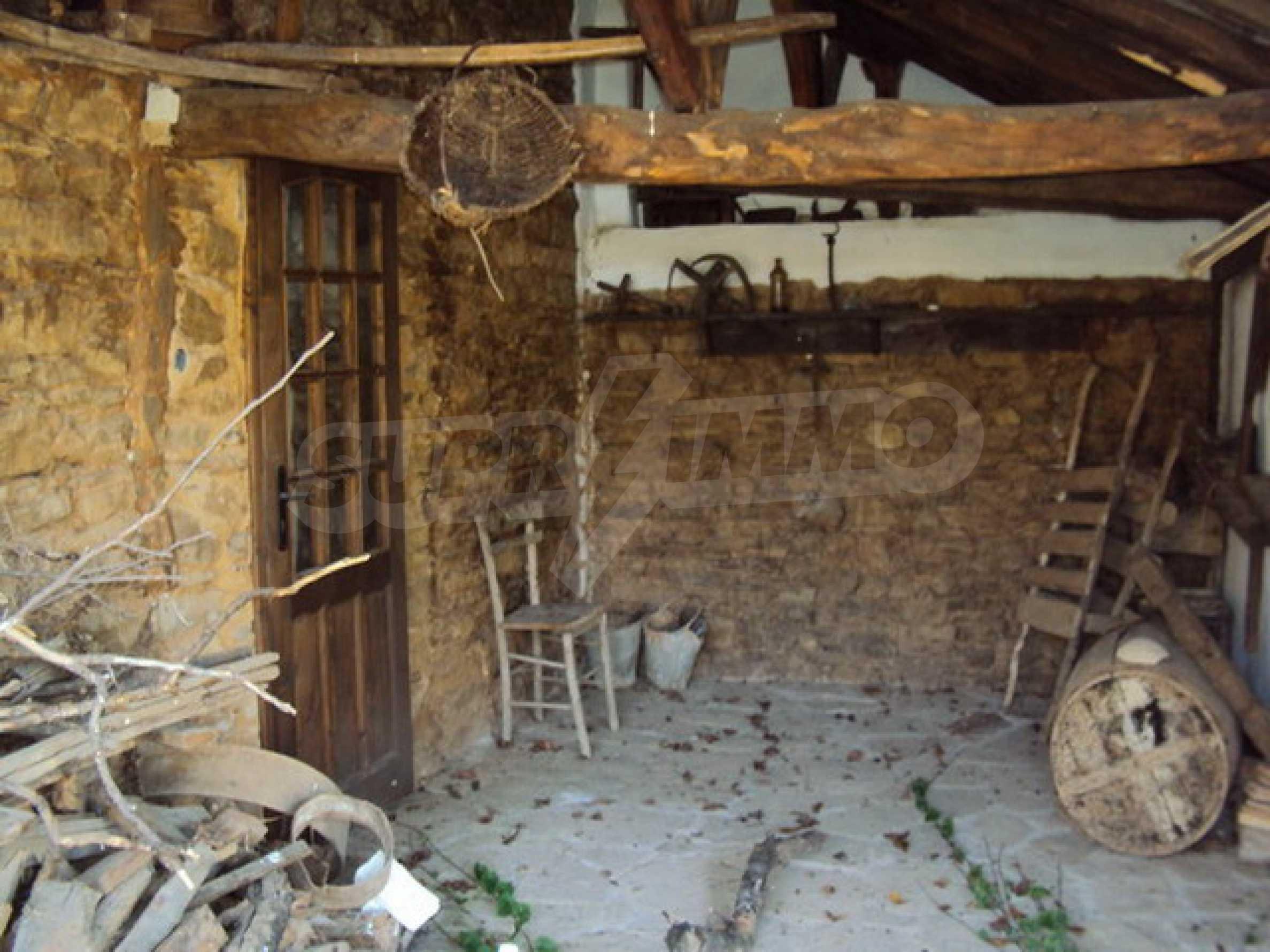 Традиционен имот в малко, китно село 21