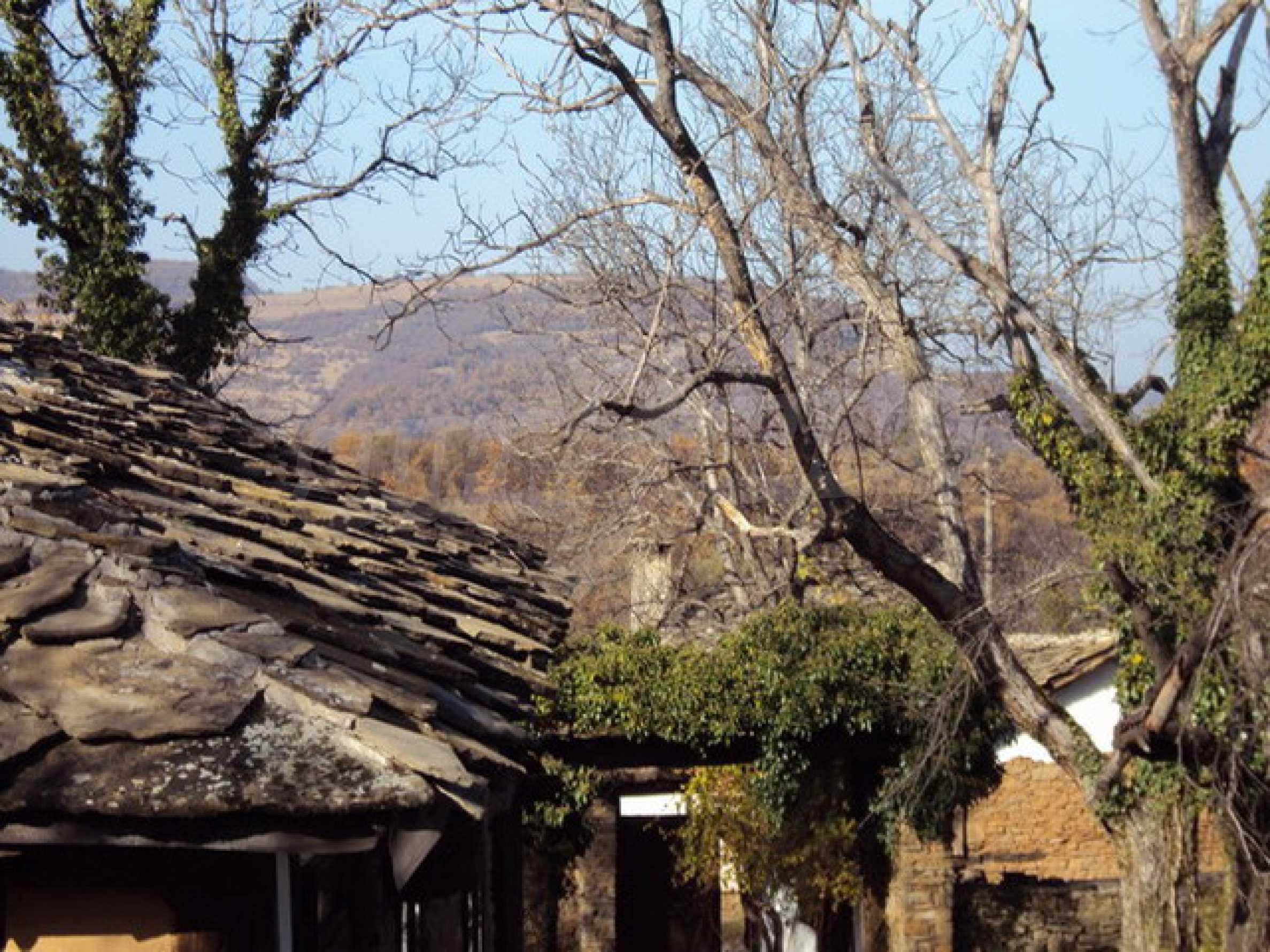 Традиционен имот в малко, китно село 35