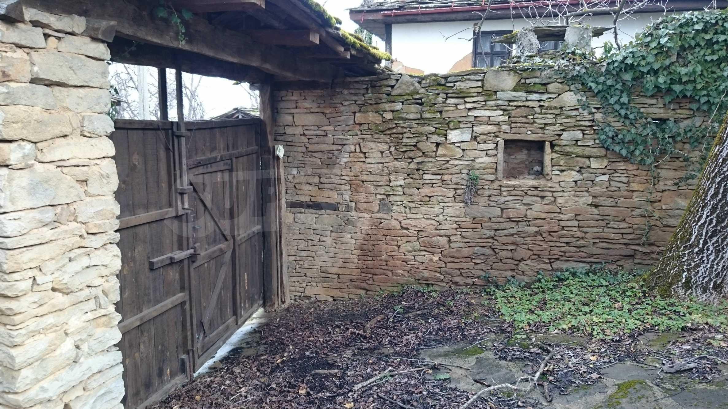 Традиционен имот в малко, китно село 38