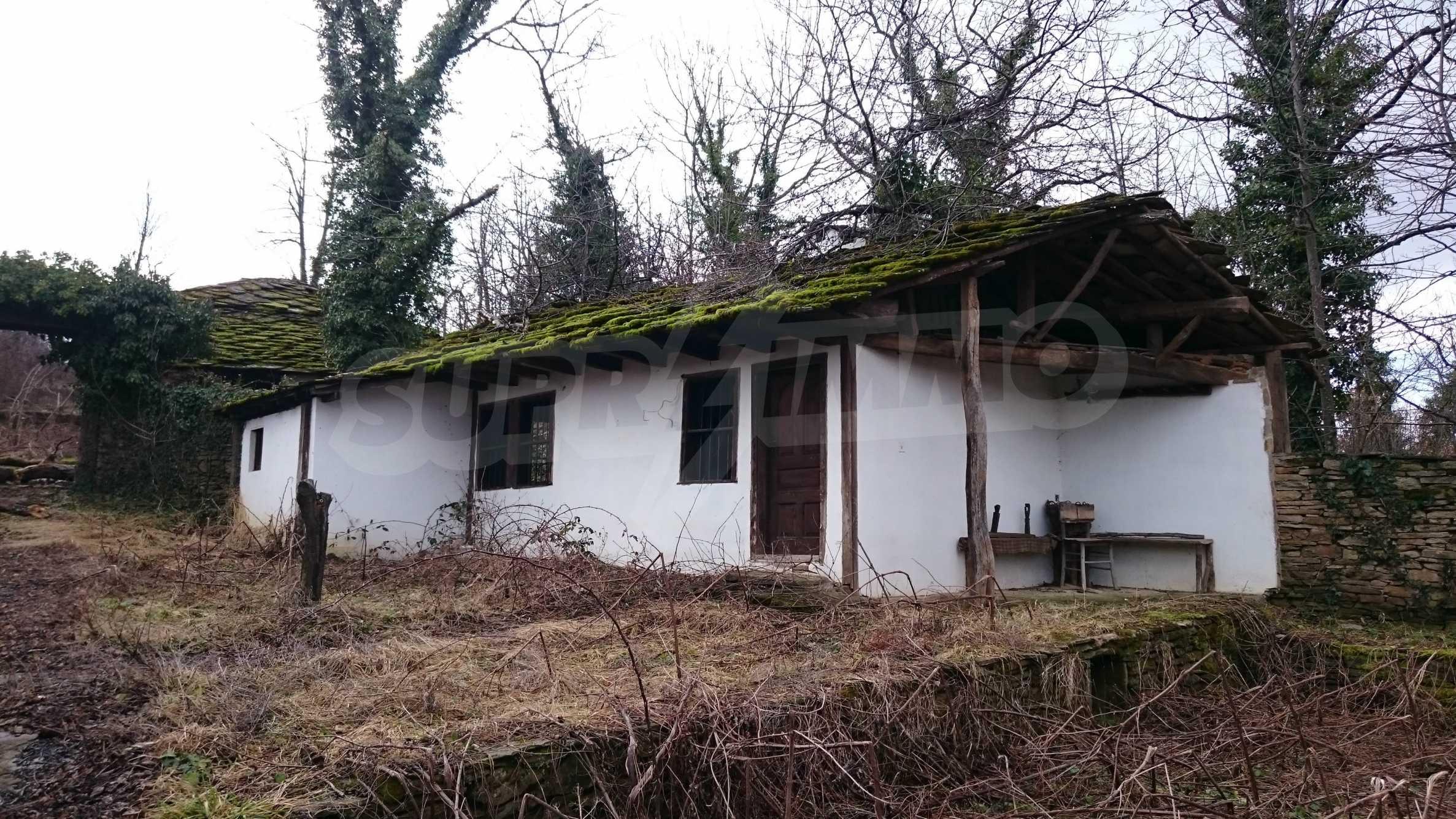 Традиционен имот в малко, китно село 39