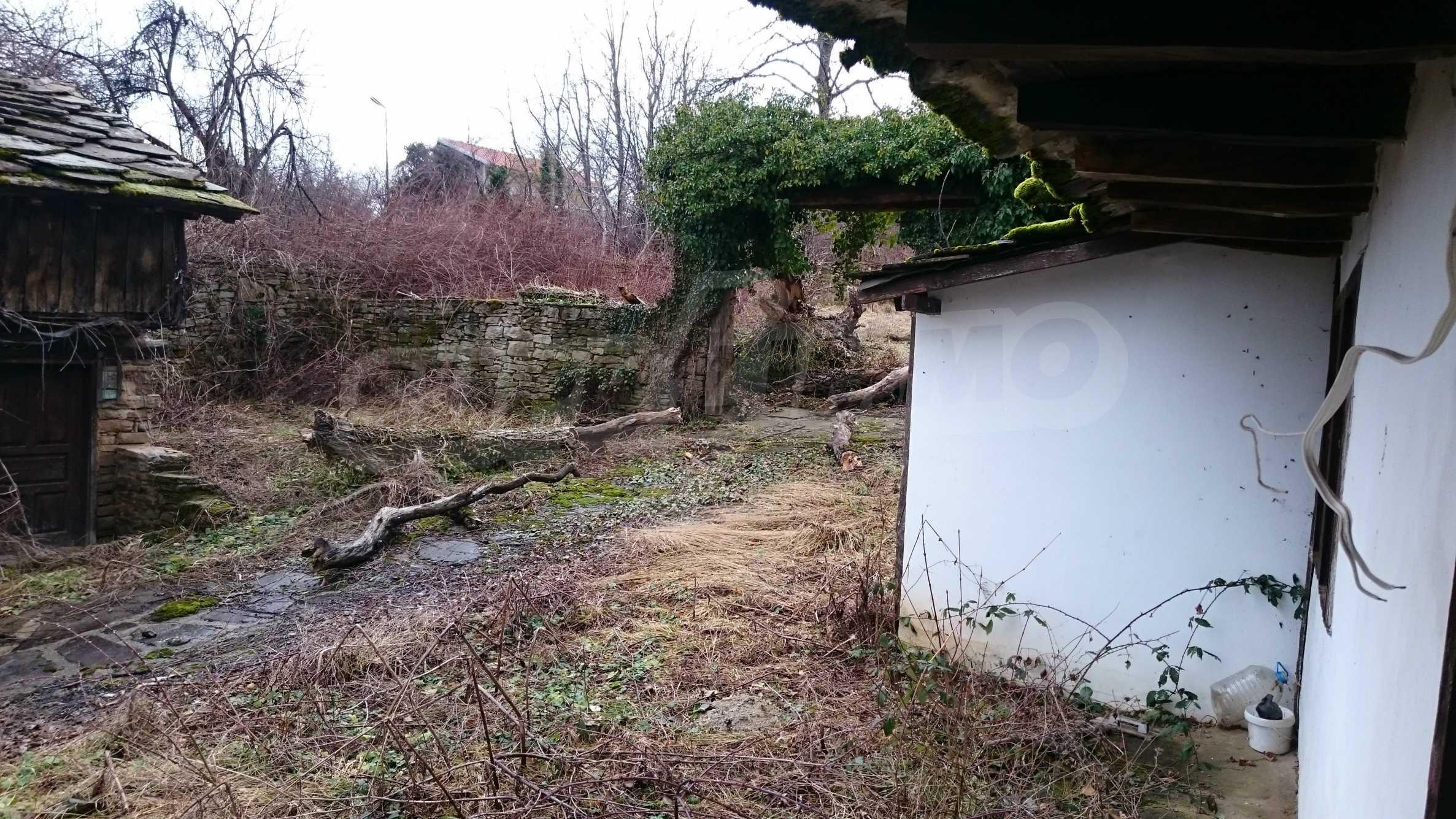 Традиционен имот в малко, китно село 56