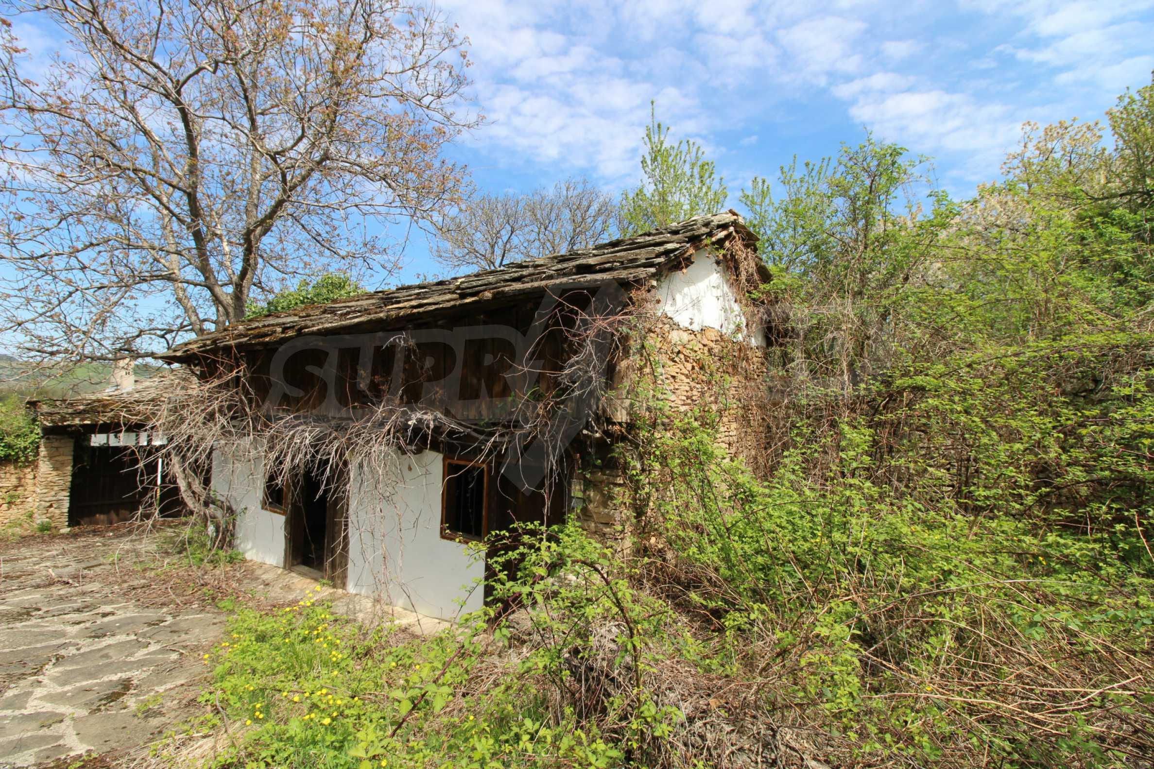 Традиционен имот в малко, китно село 65