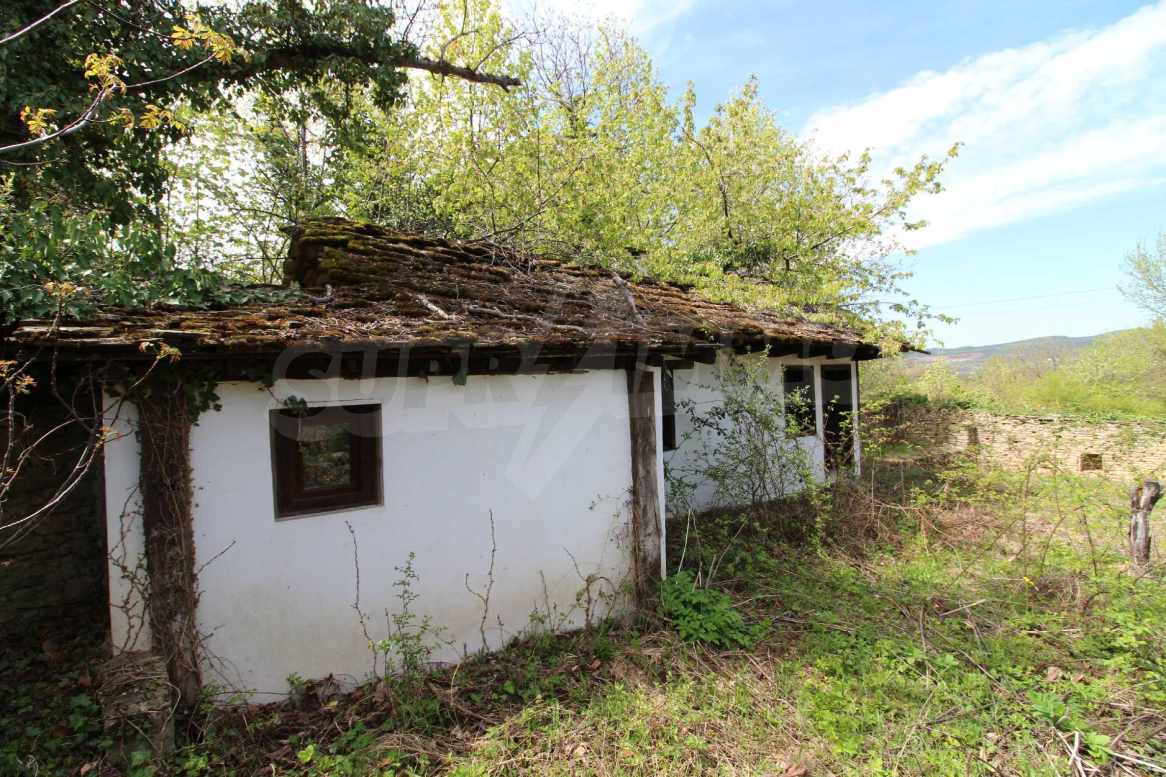 Традиционен имот в малко, китно село 66