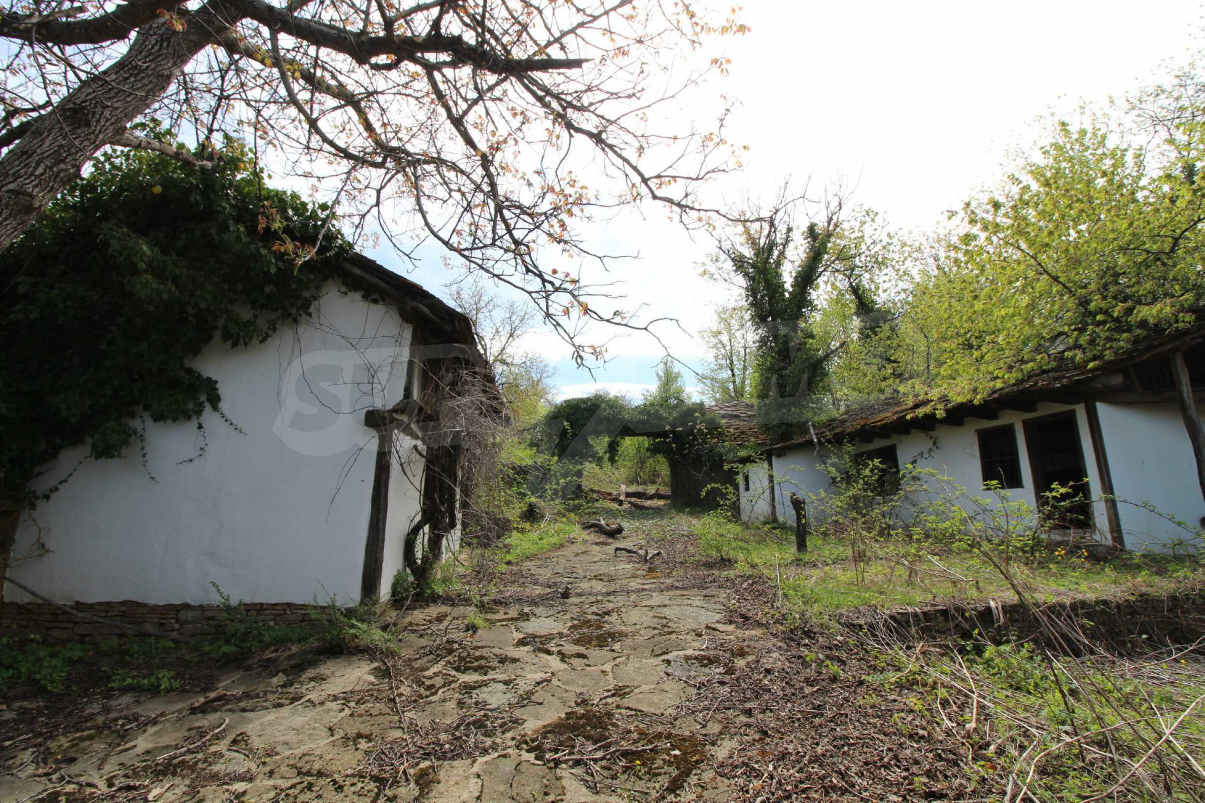 Традиционен имот в малко, китно село 67