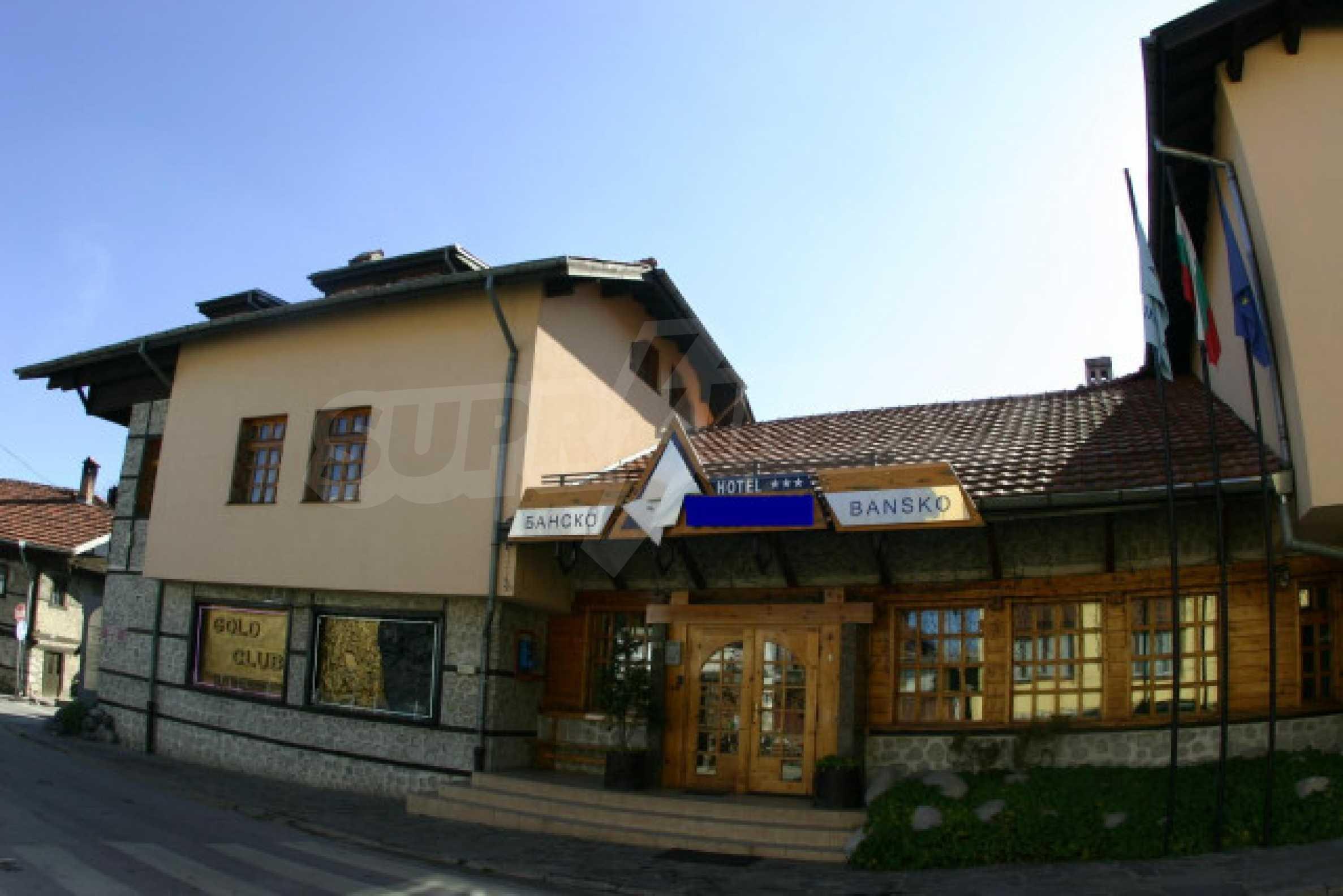 Отель на главной торговой улице Банско