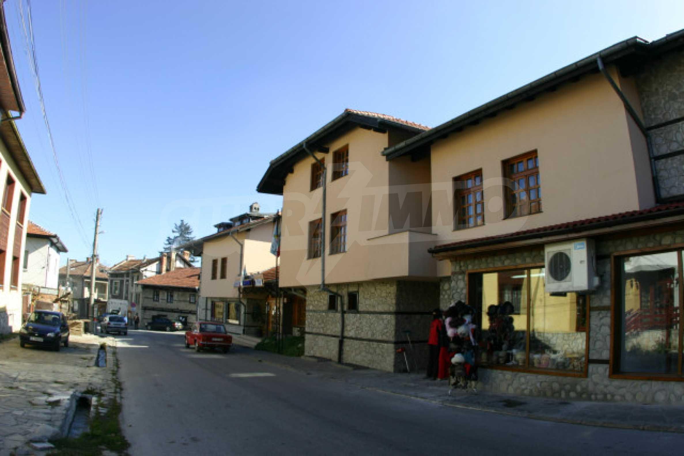 Отель на главной торговой улице Банско 1