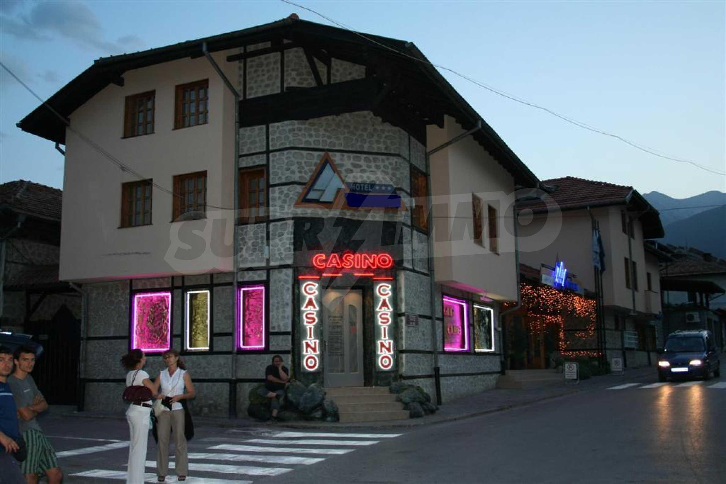 Отель на главной торговой улице Банско 6