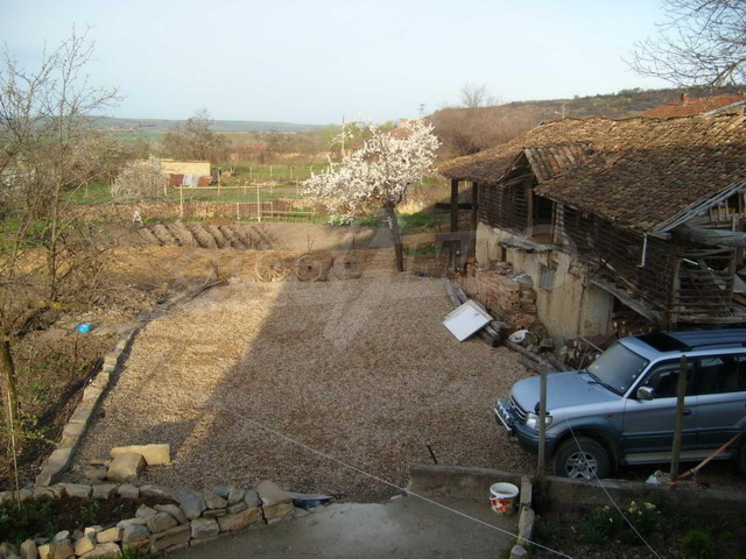 Красив имот в село до Велико Търново 46