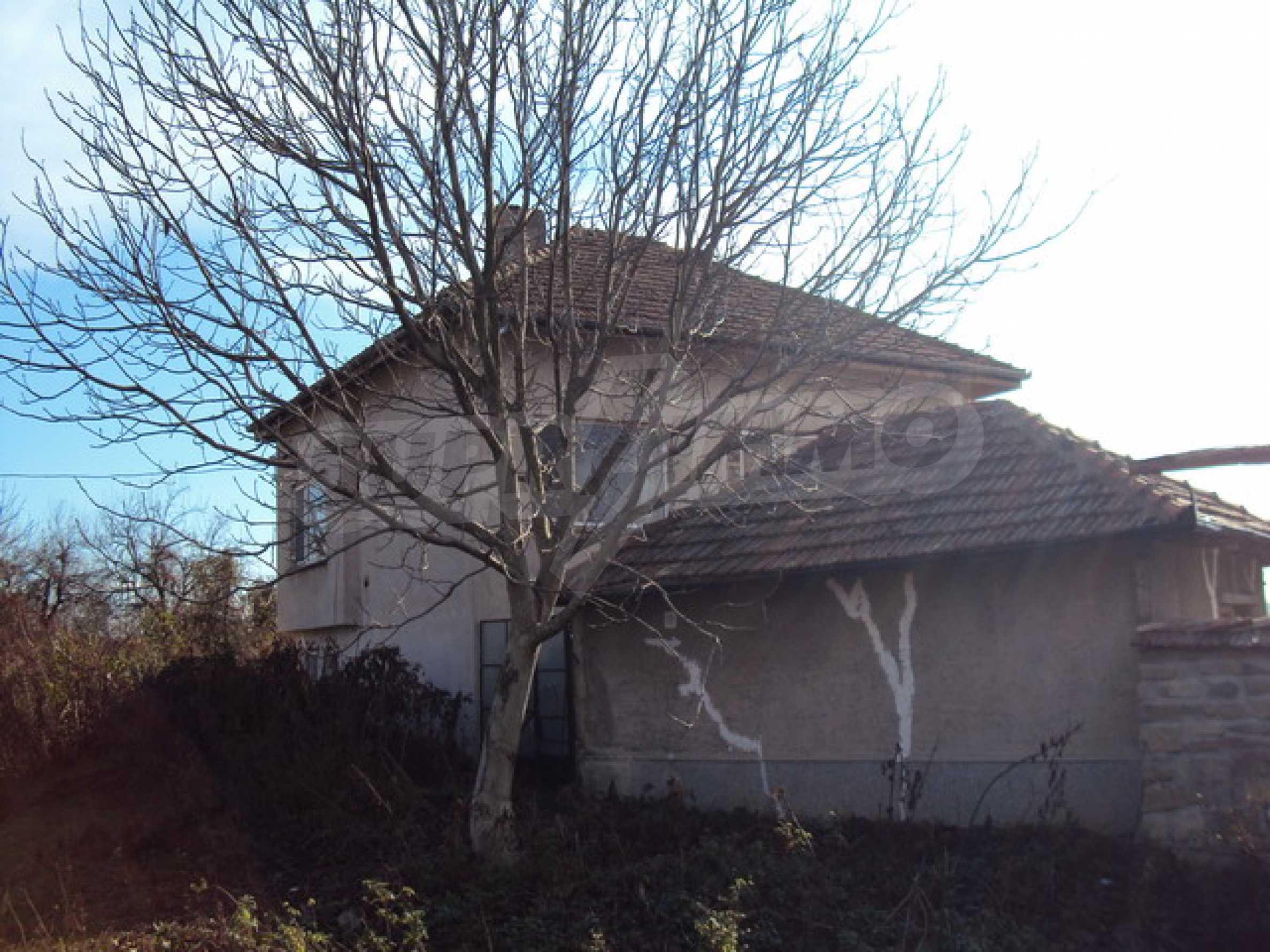 Красив имот в село до Велико Търново 54