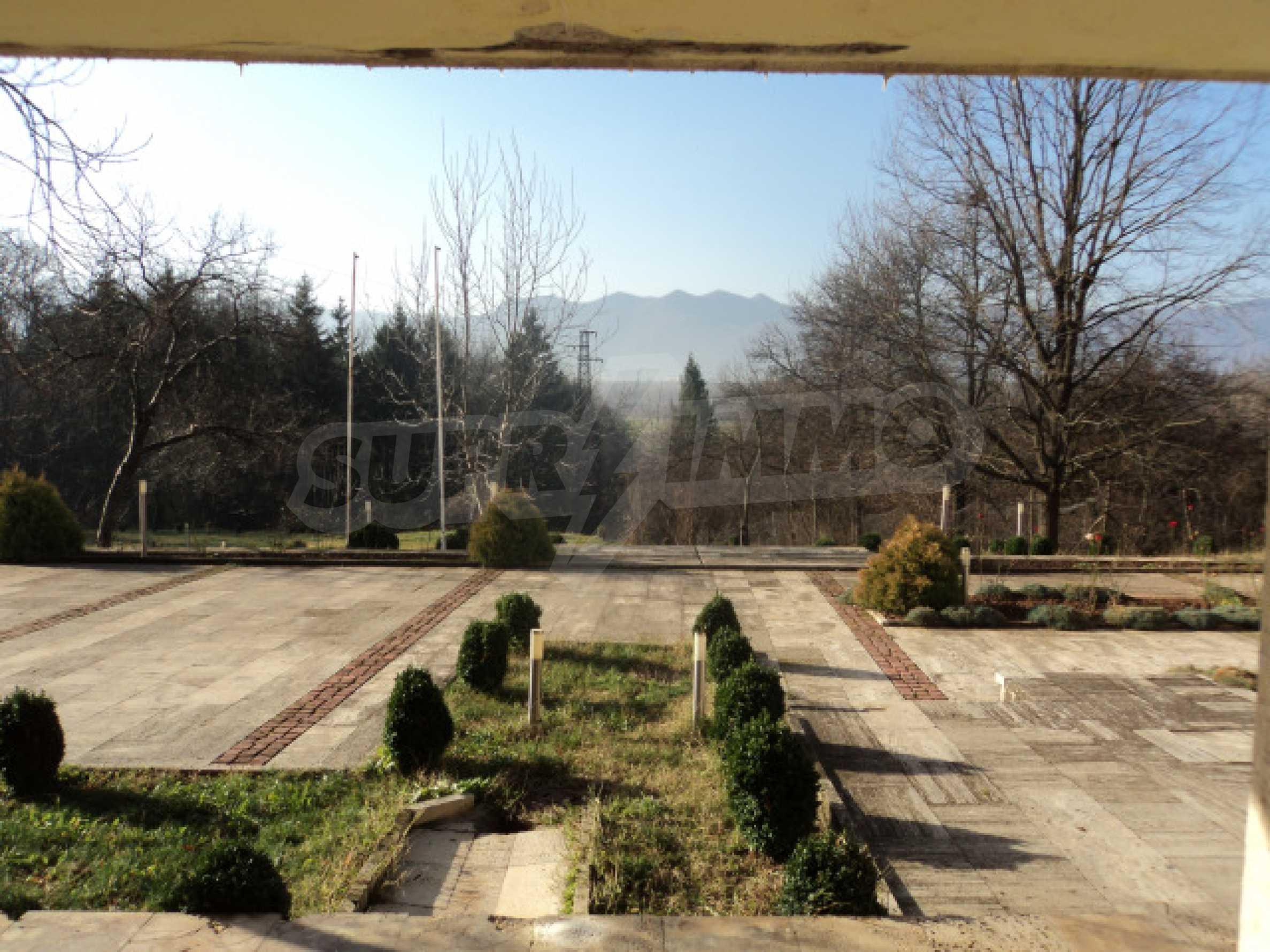 Резиденция у подножия гор  3