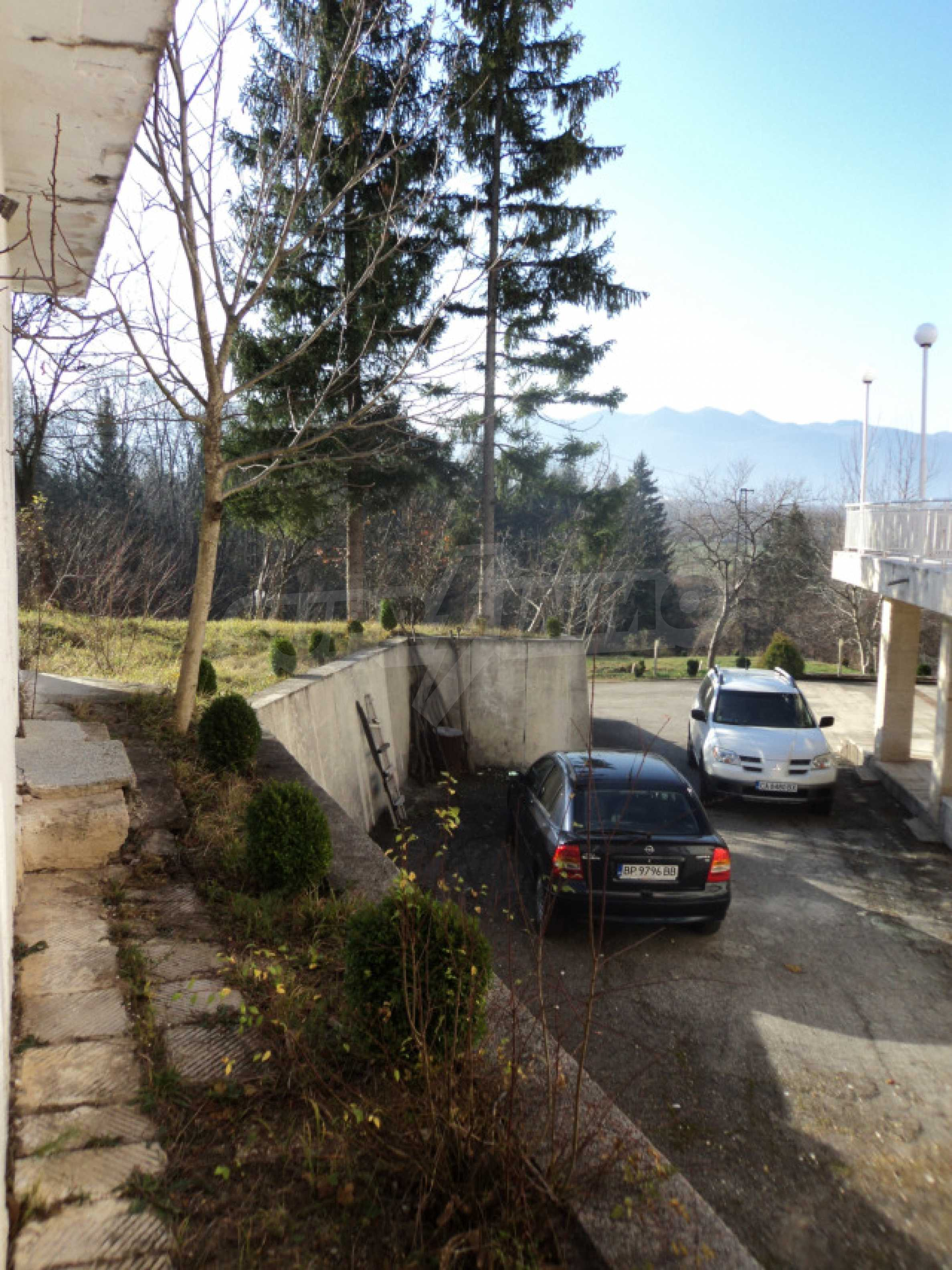 Резиденция у подножия гор  56