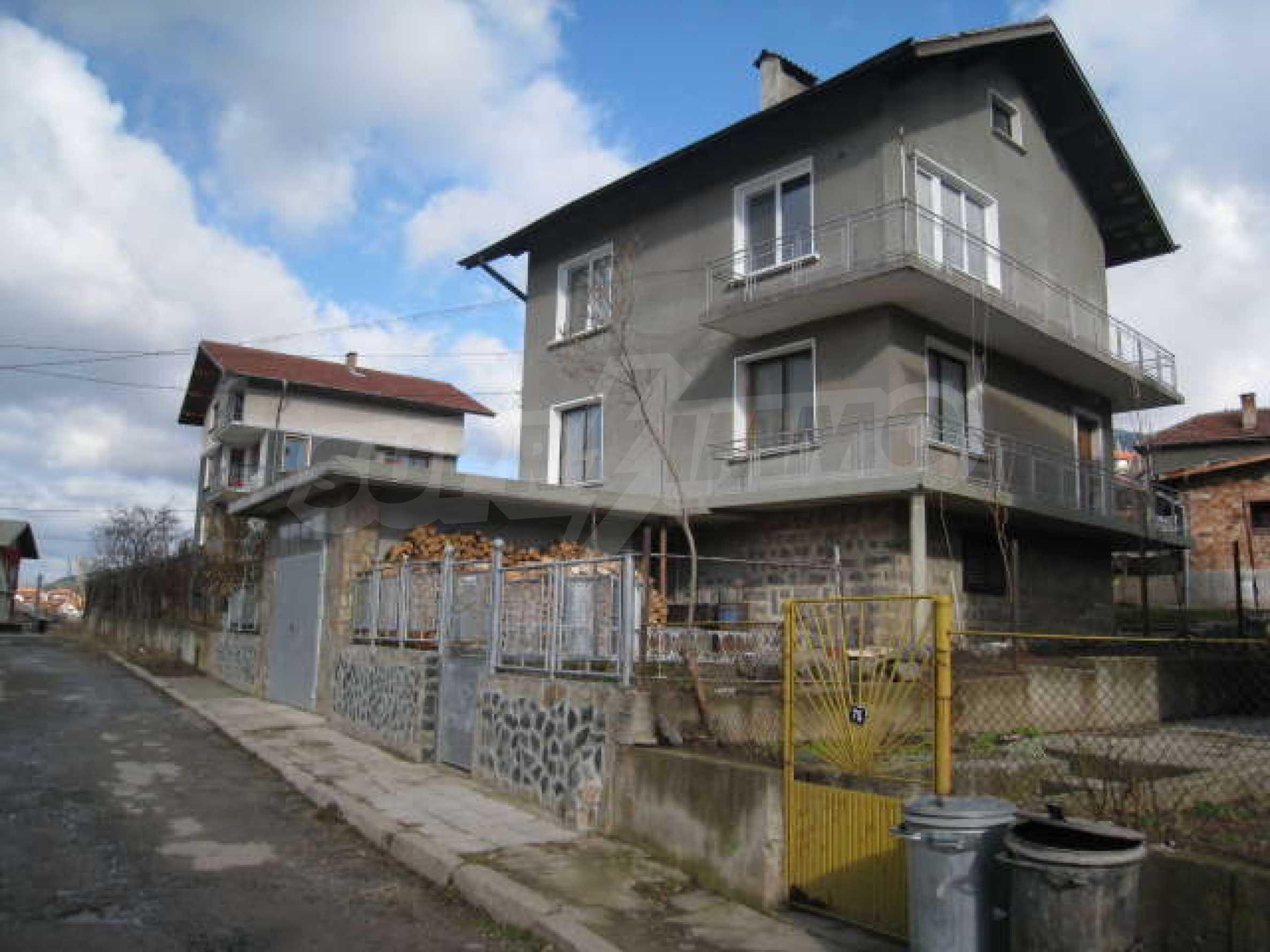 Просторна еднофамилна къща в близост до столицата 27