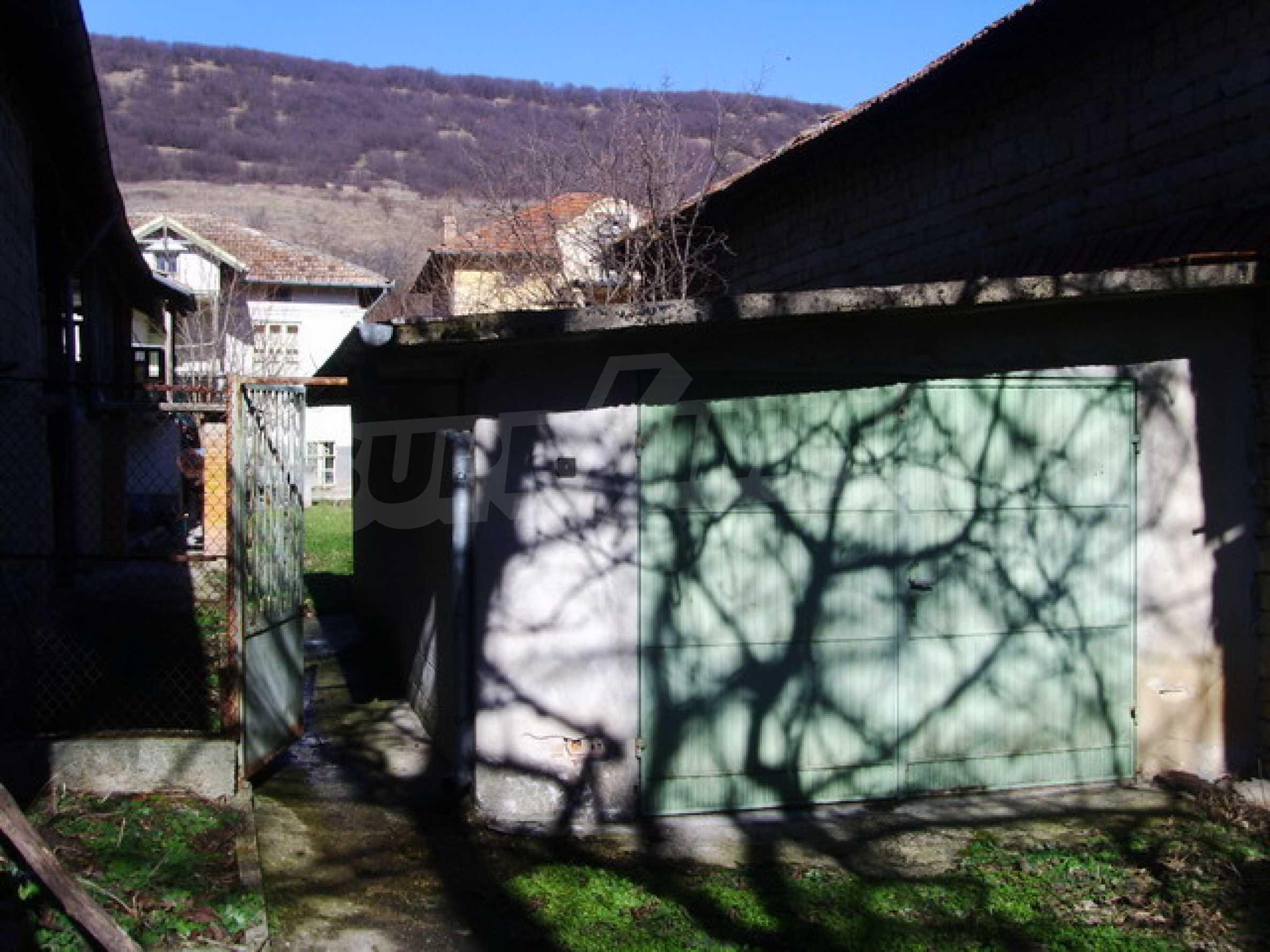 Дом около большого водохранилища 3