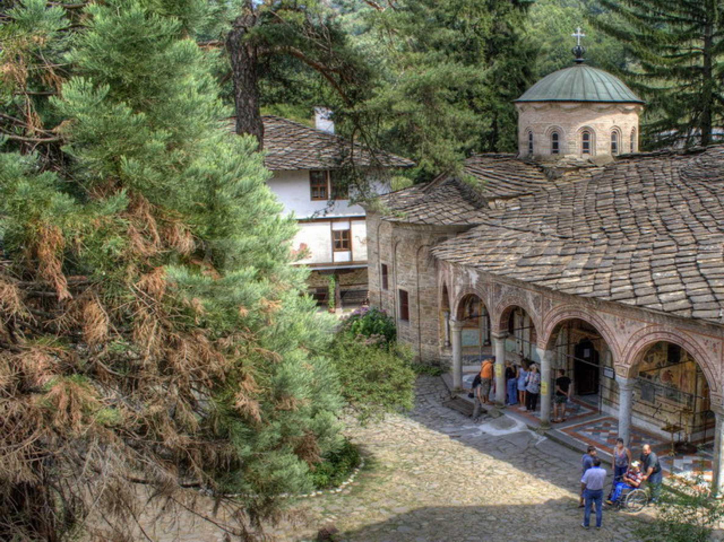 Прекрасный участок земли около известного монастыря в горном регионе! 3