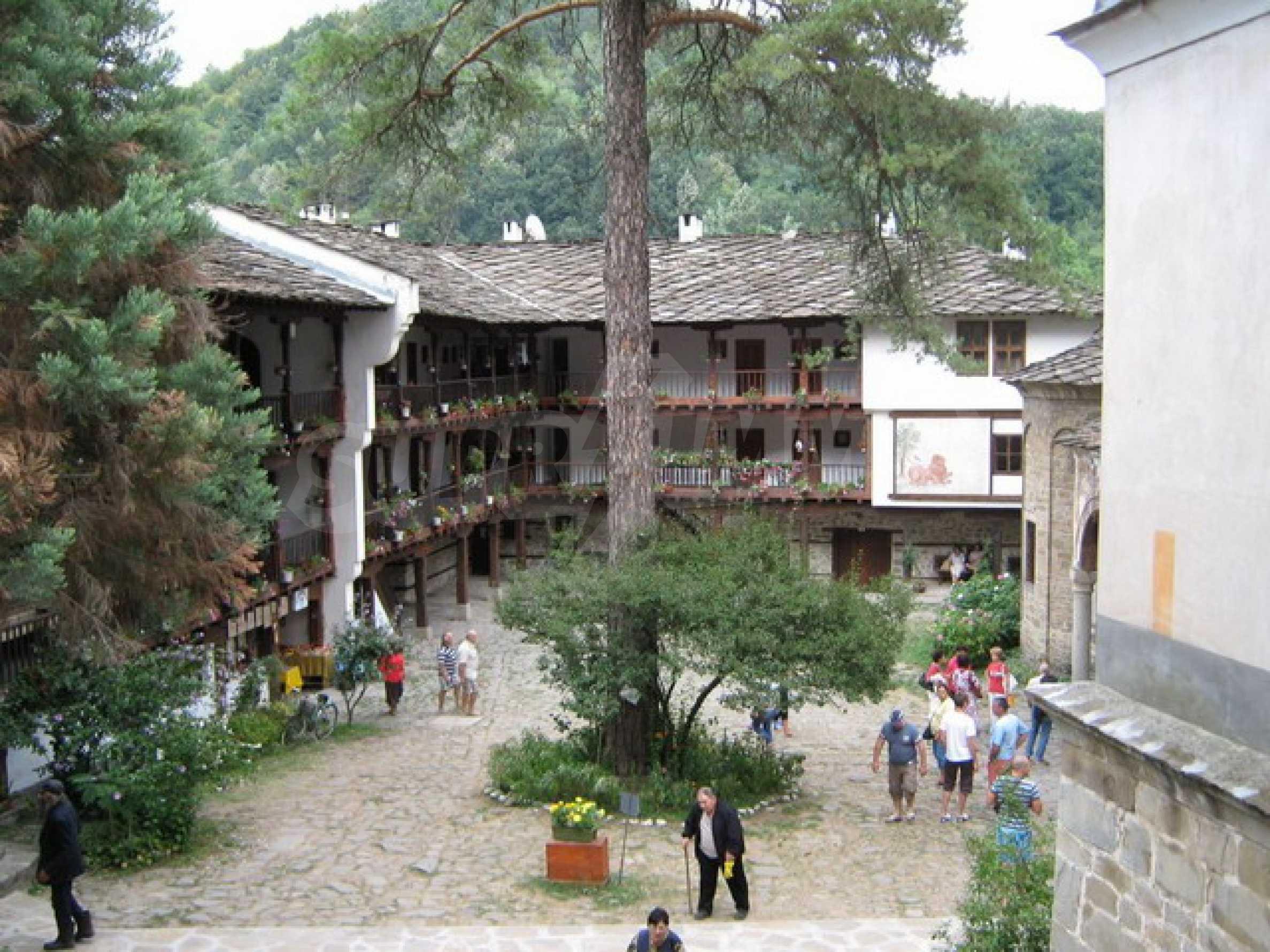 Прекрасный участок земли около известного монастыря в горном регионе! 4