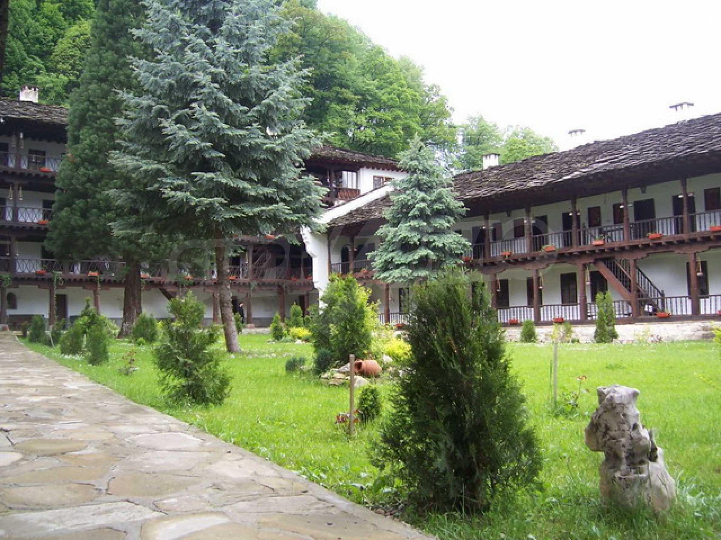 Прекрасный участок земли около известного монастыря в горном регионе! 5