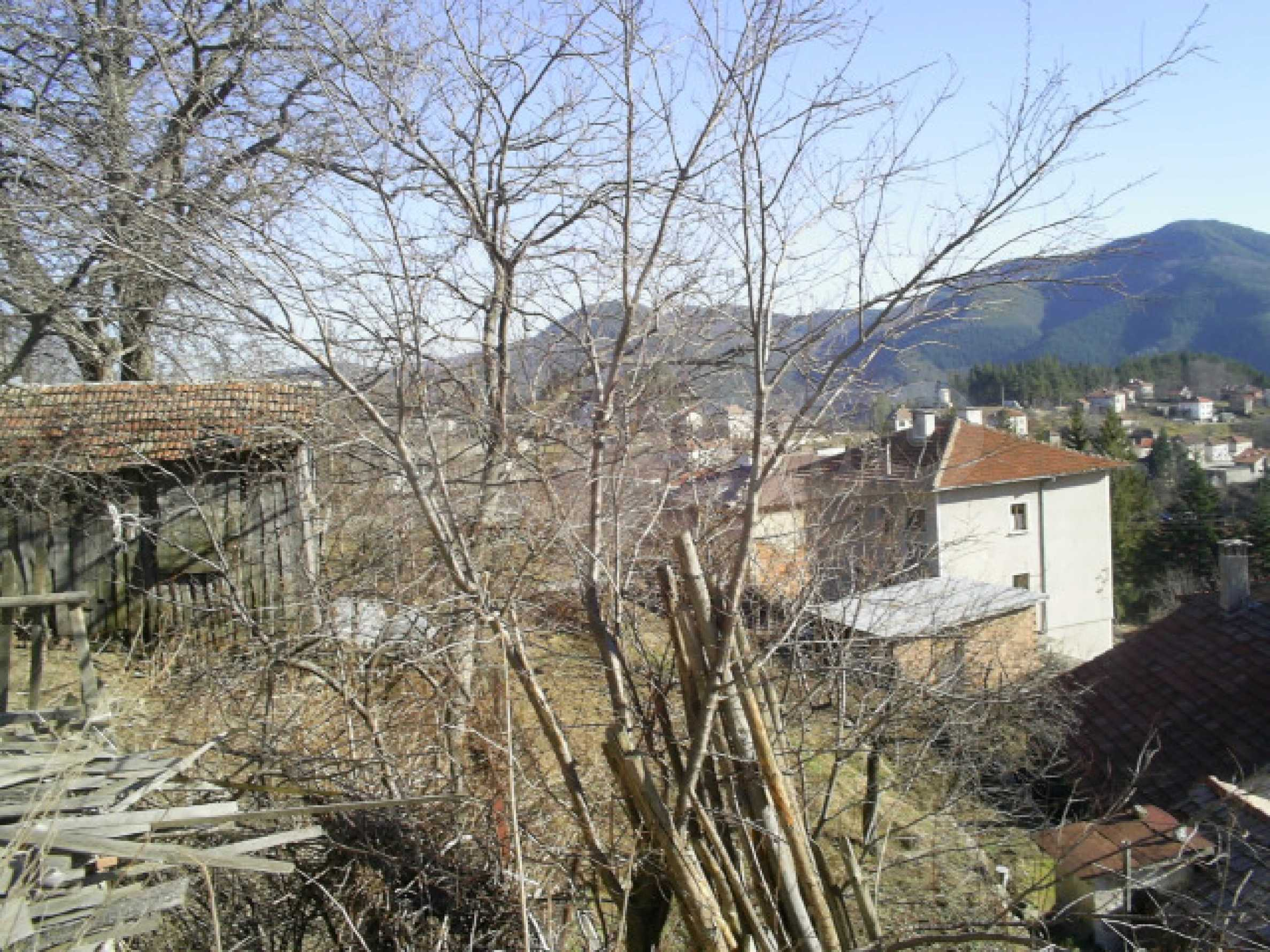 Солидна къща в родопското село Давидково 14