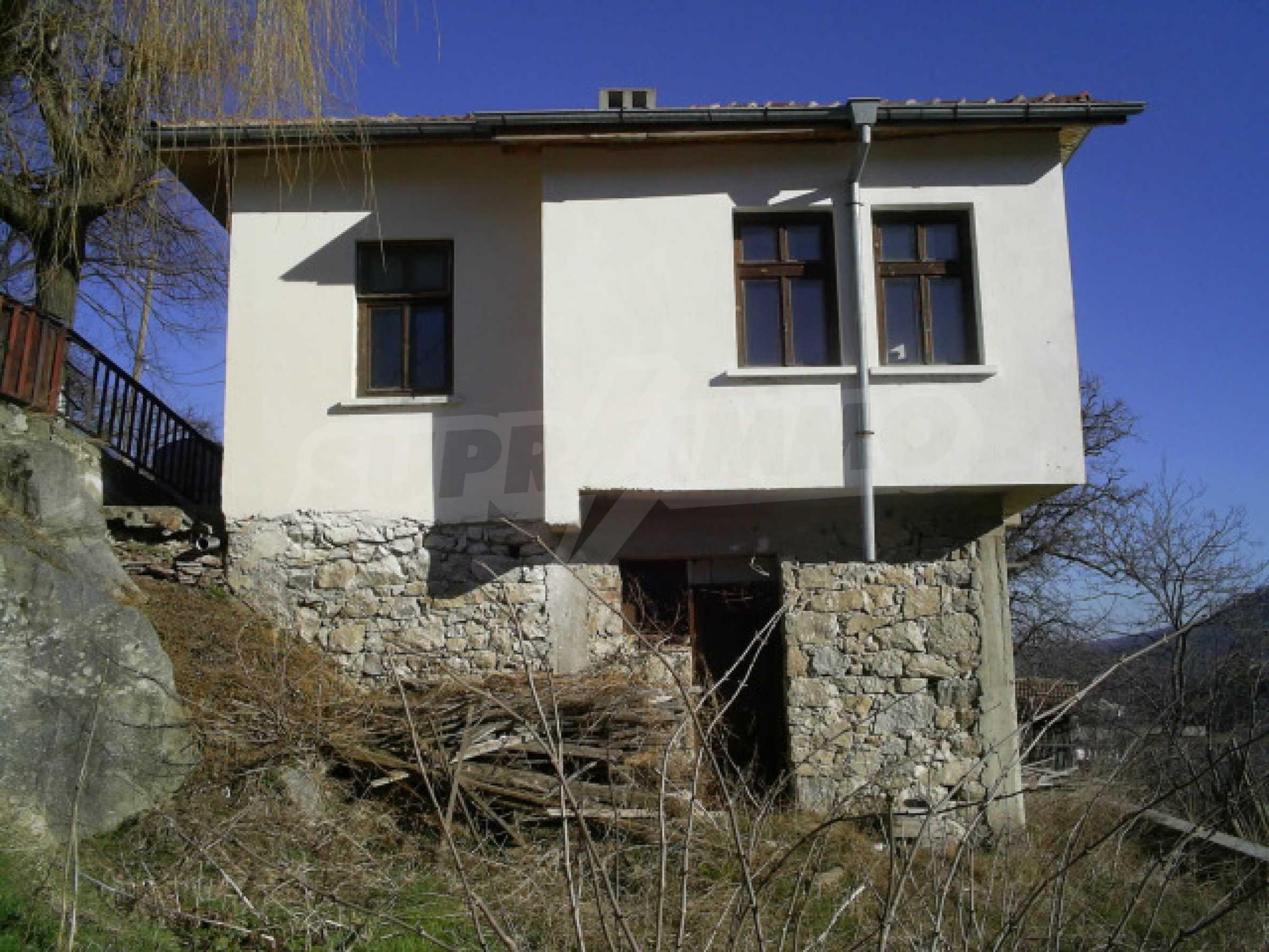 Солидна къща в родопското село Давидково 15