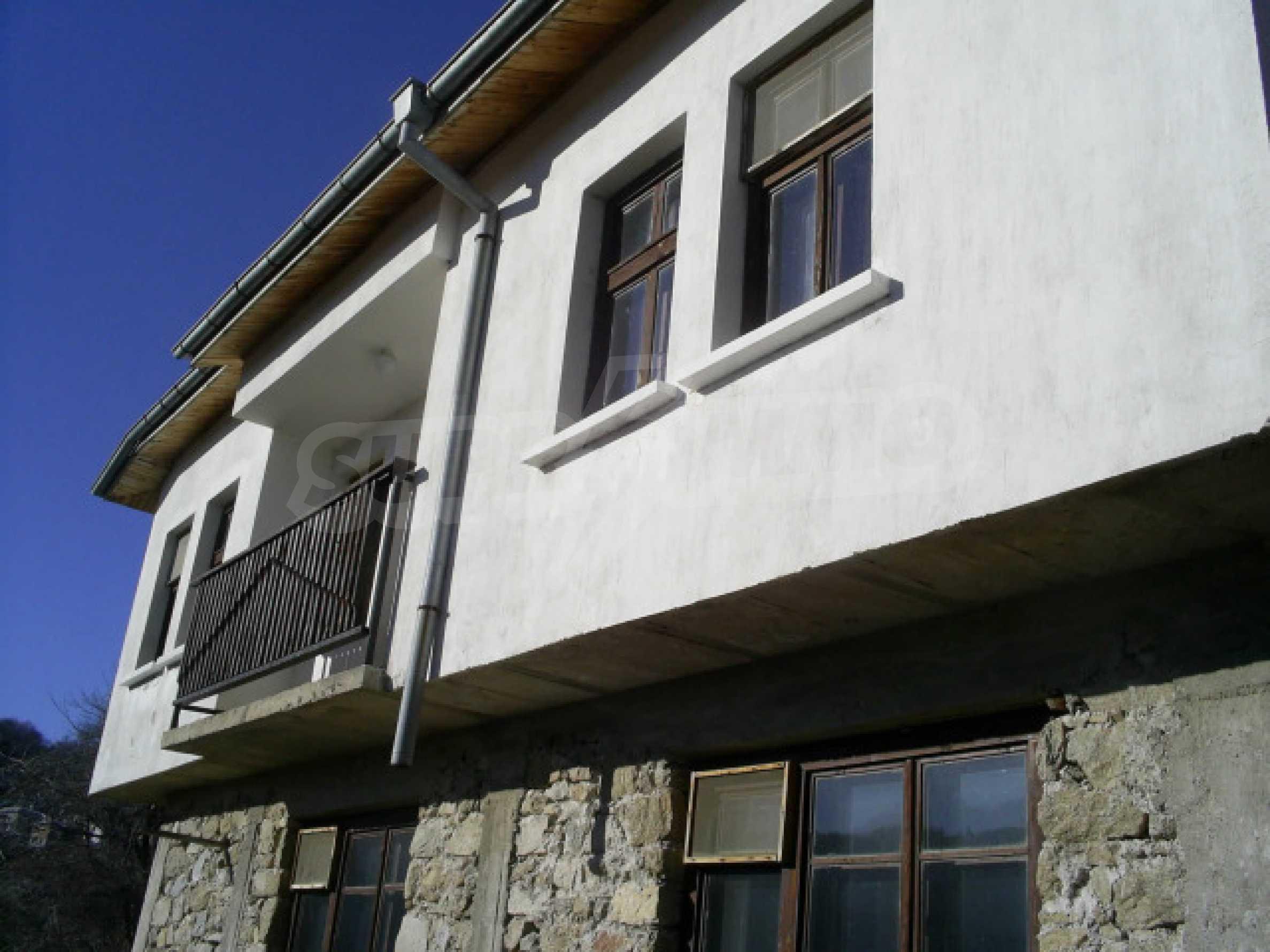 Солидный дом в селе Давидково в горах Родопы 16